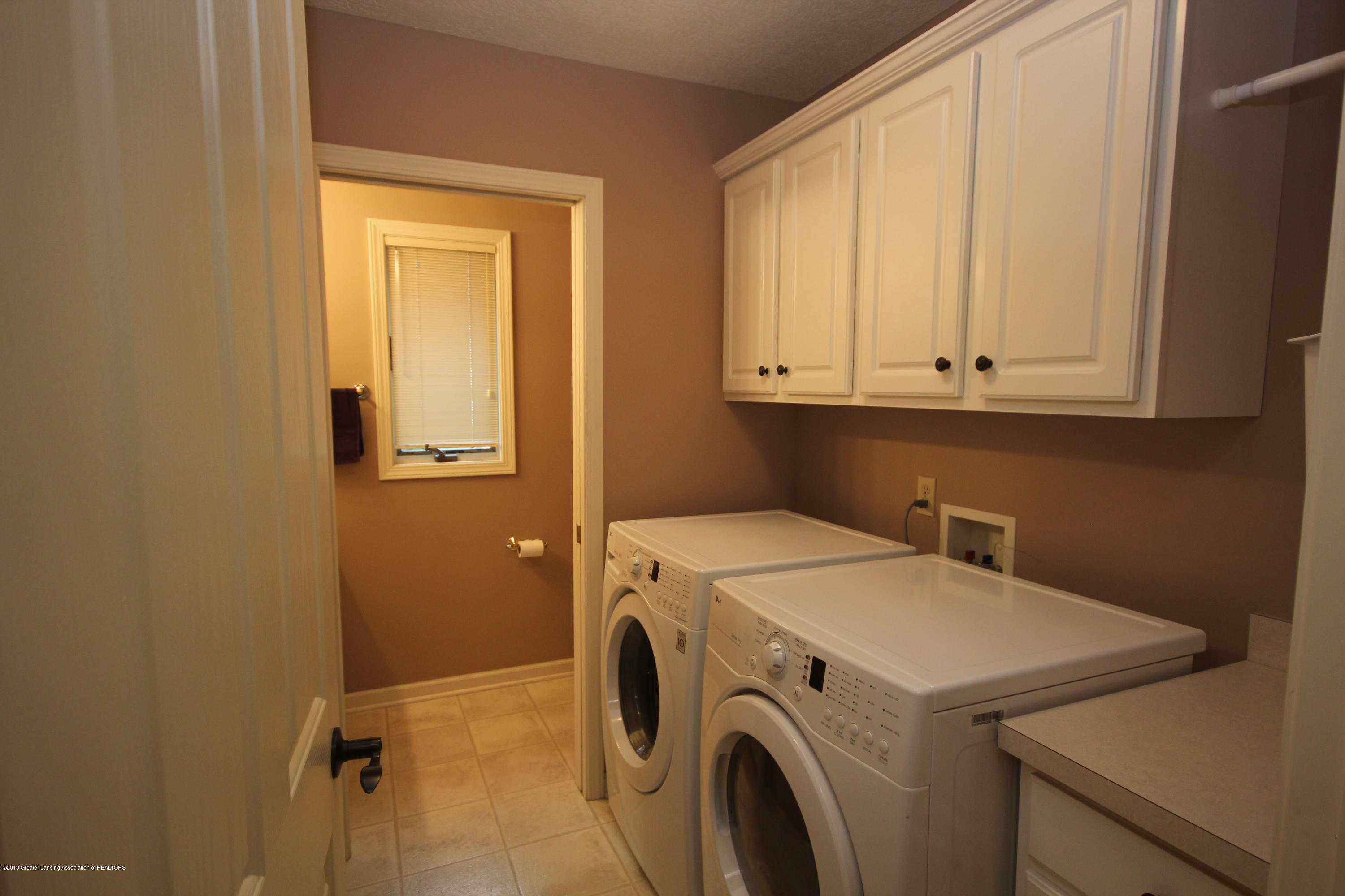 1121 Brown Hollow Dr - 1st Floor Laundry - 19
