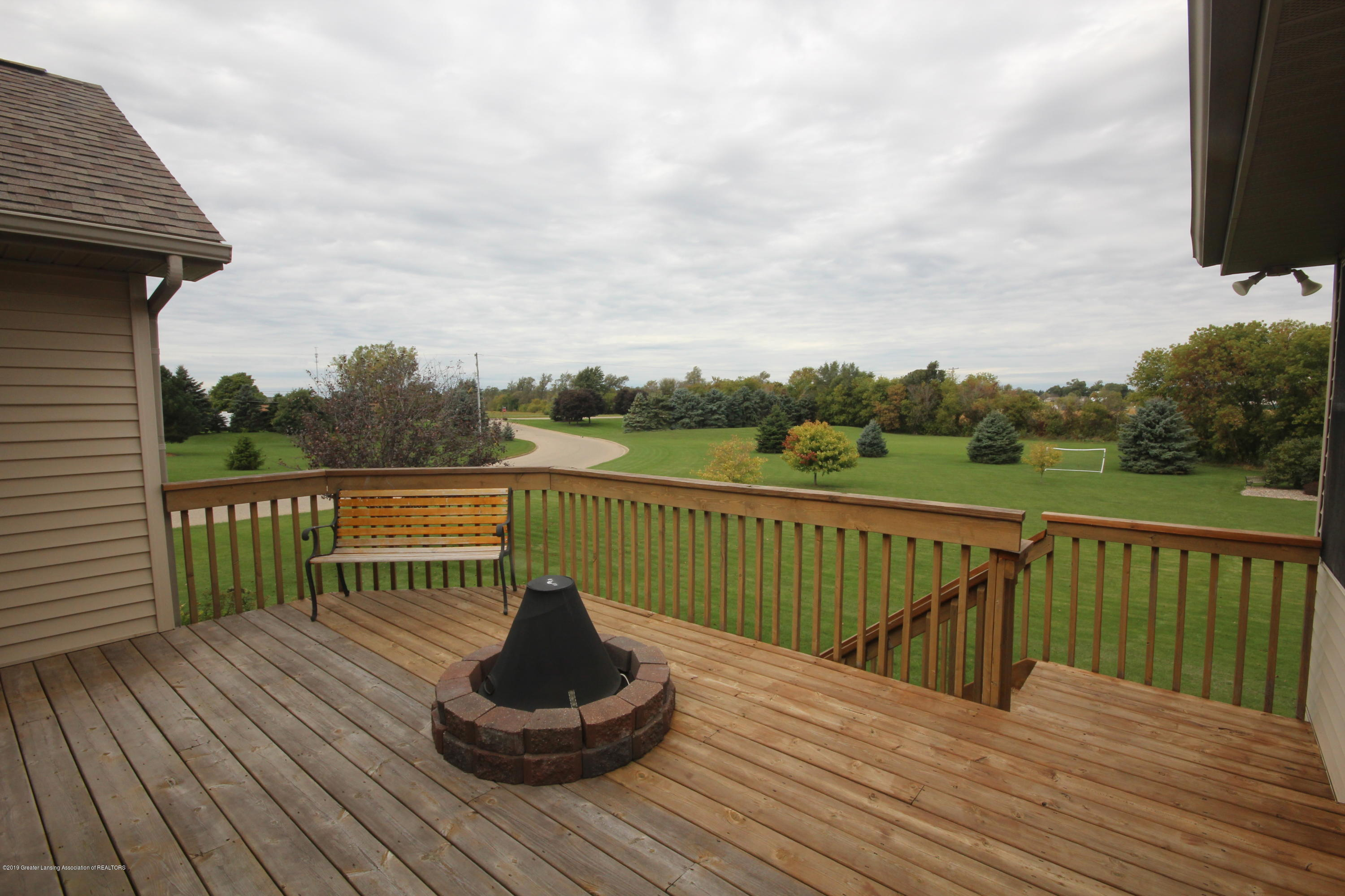 1121 Brown Hollow Dr - Deck - 25