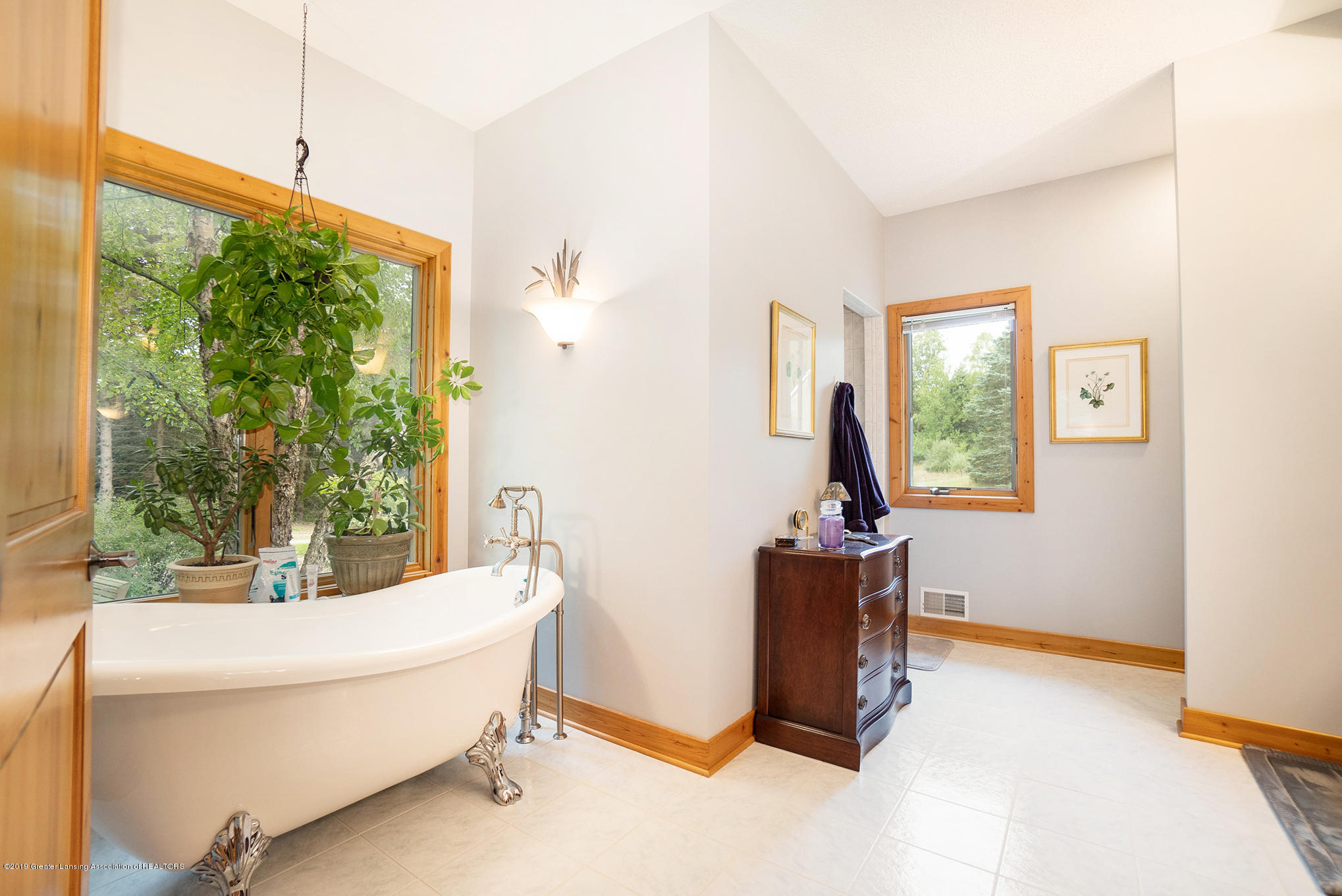 8502 Doyle Rd - Master Bath - 32