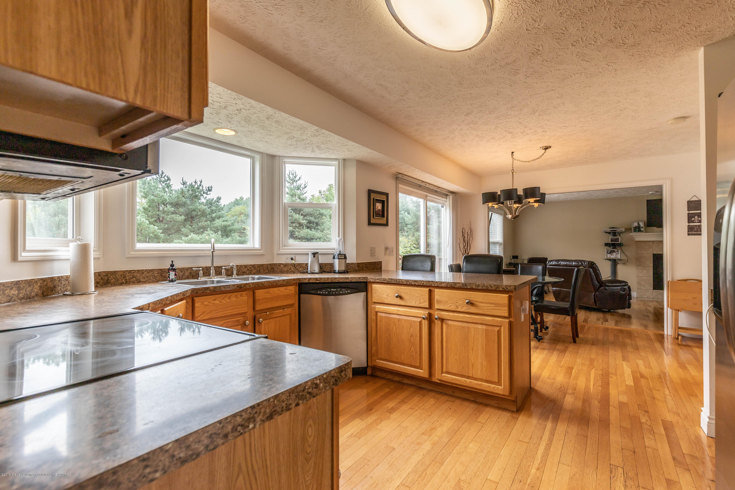 3112 Belgian Dr - Loads of counter space - 12