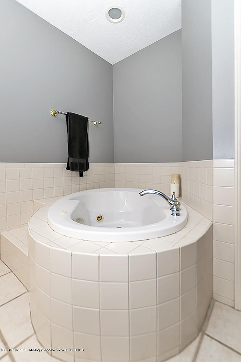 2467 White Pine Dr - MASTER SUITE - 19