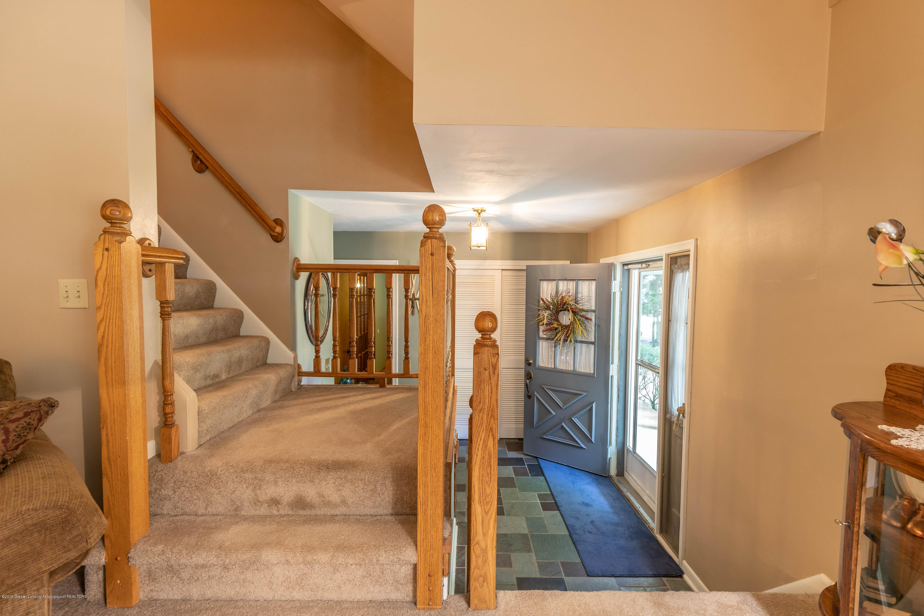 4913 Sugarbush Ln - Foyer - 5