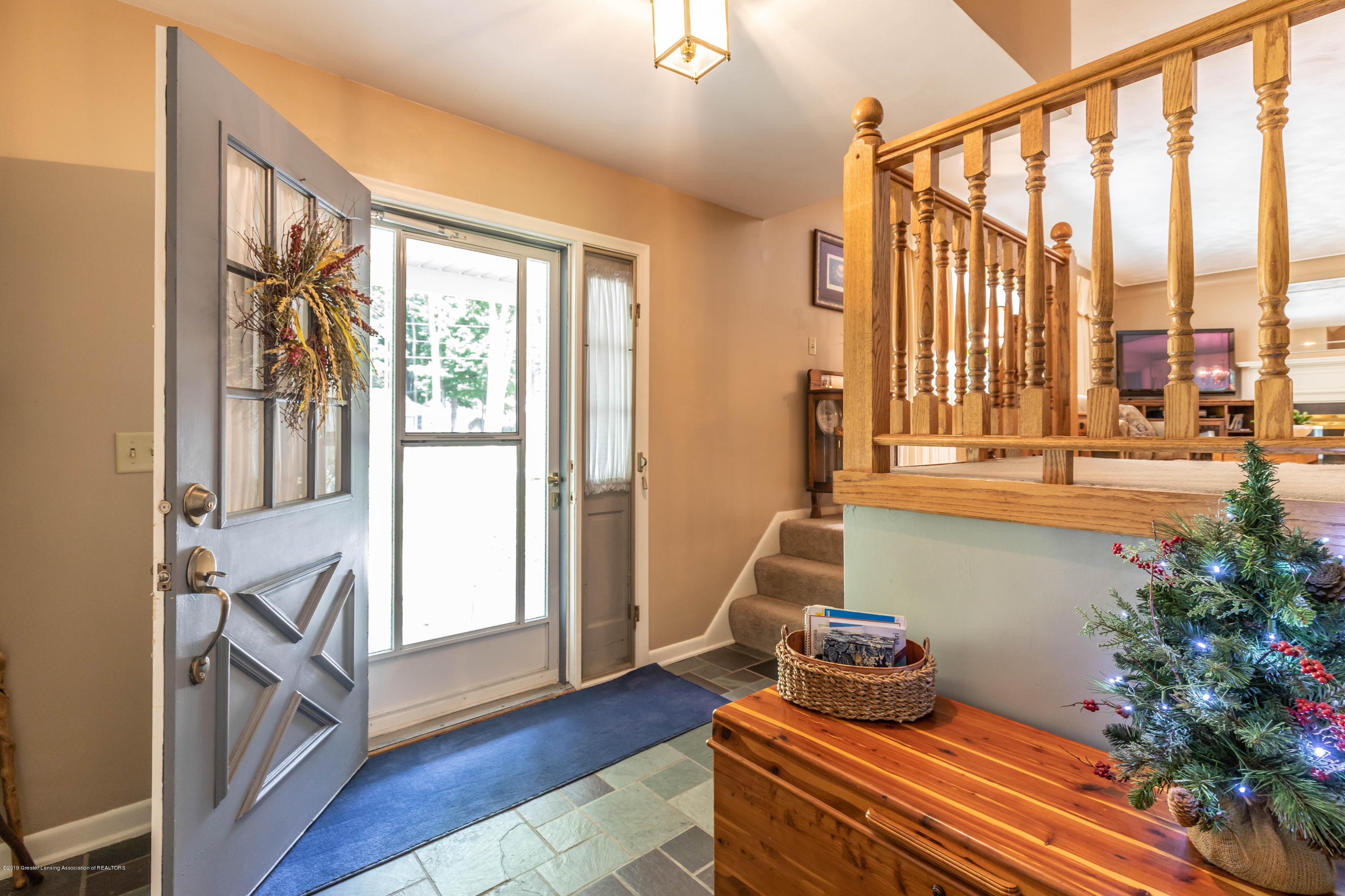4913 Sugarbush Ln - Foyer - 6