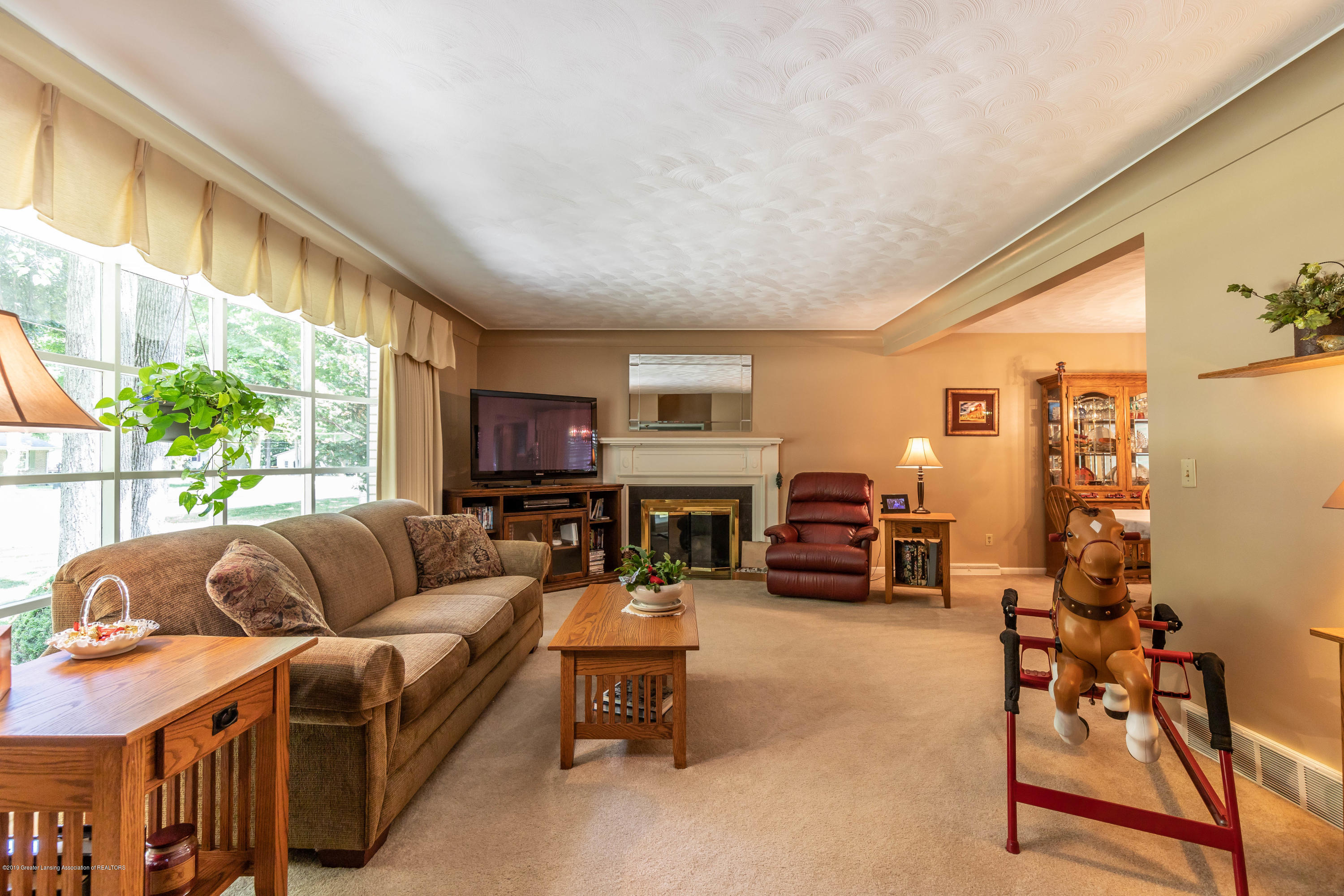 4913 Sugarbush Ln - Living - 7