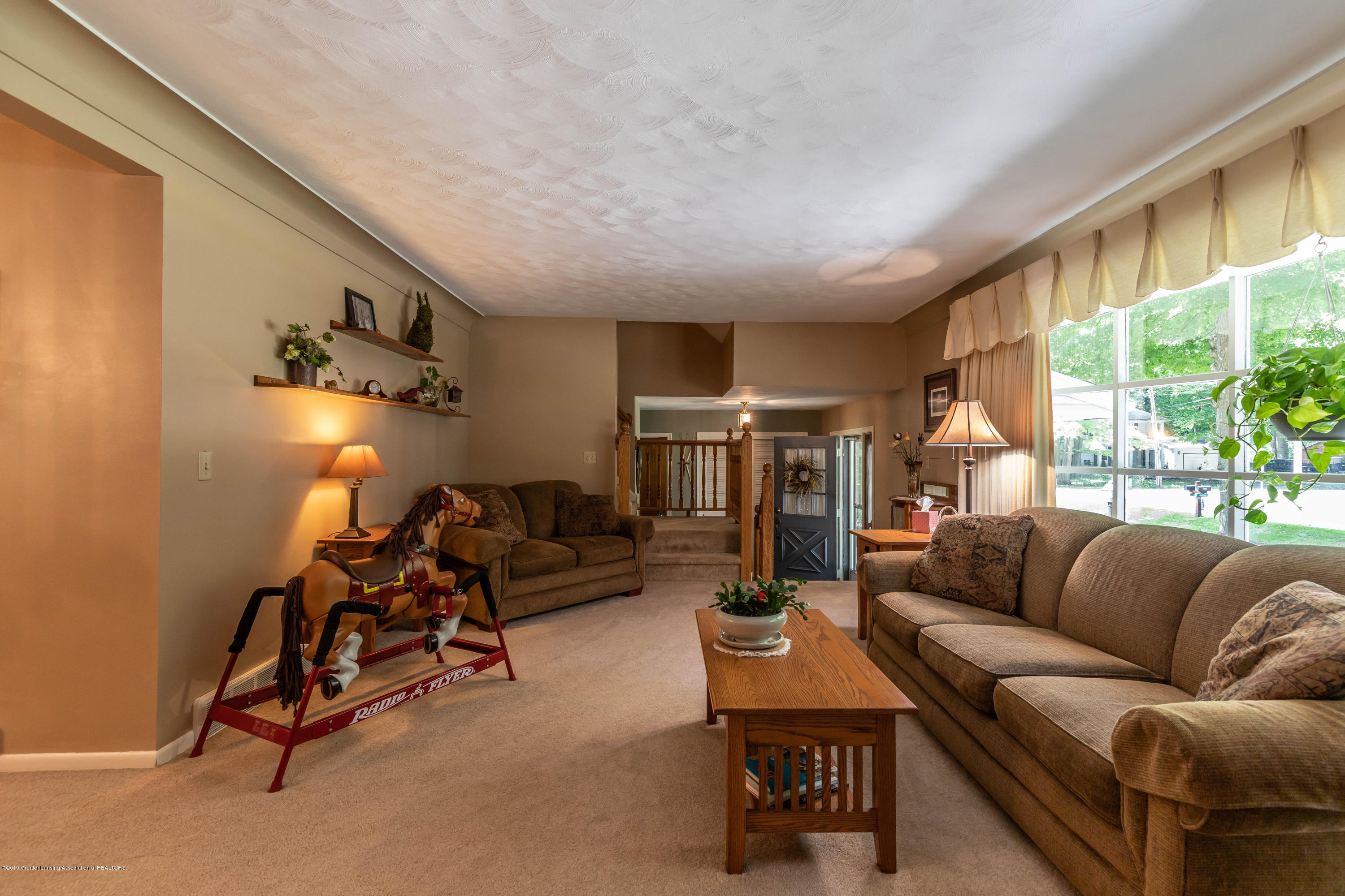 4913 Sugarbush Ln - Living - 8