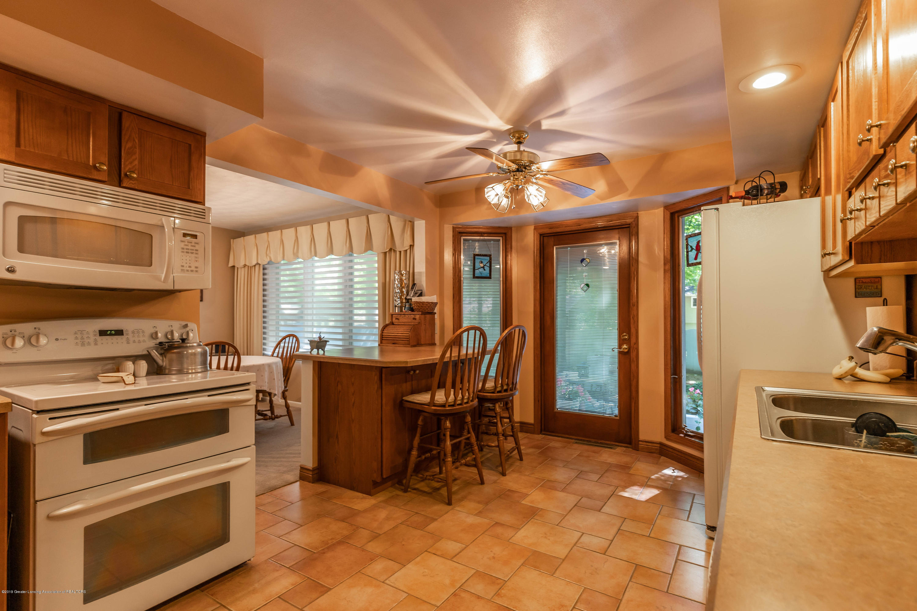 4913 Sugarbush Ln - Kitchen - 12