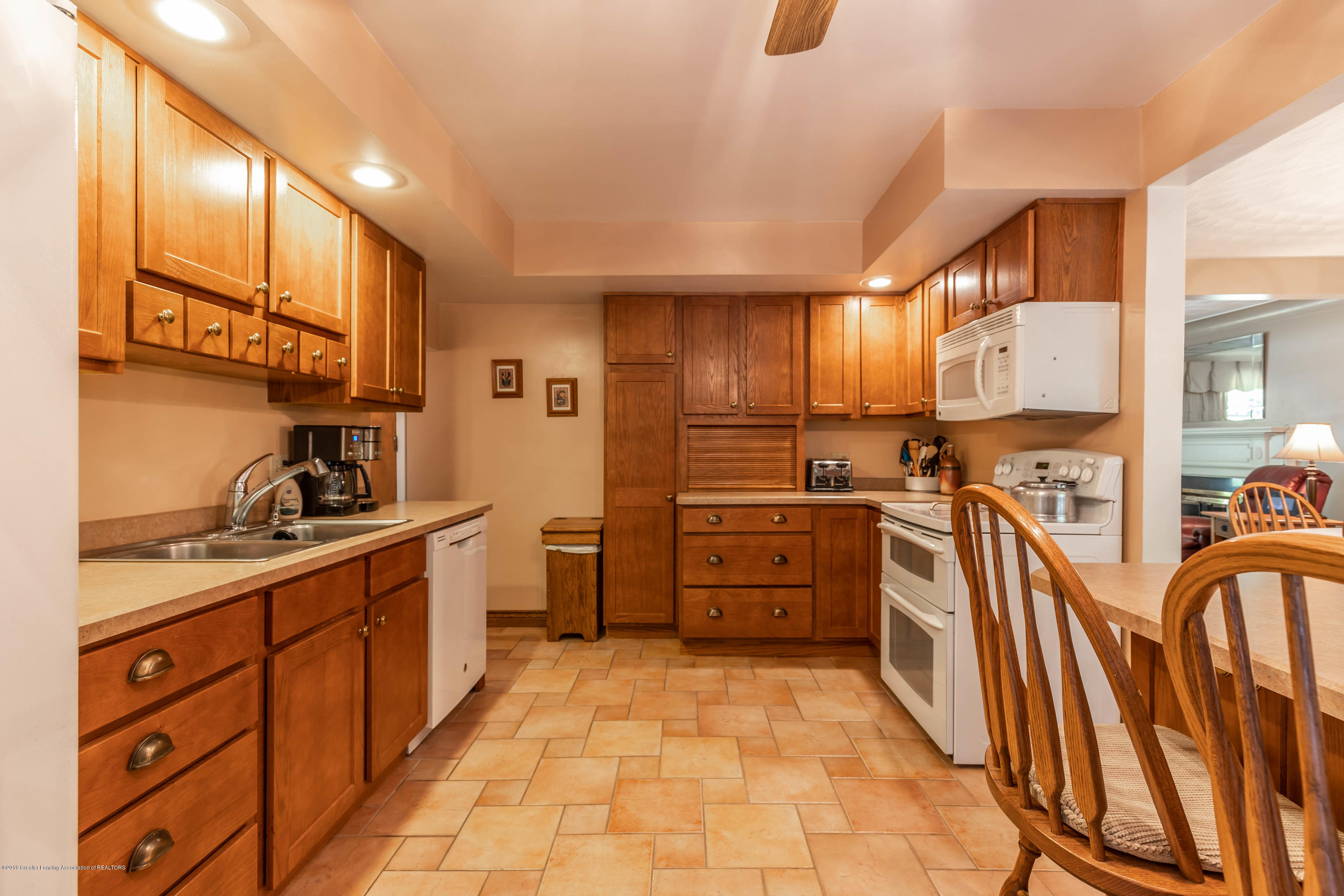4913 Sugarbush Ln - Kitchen - 13