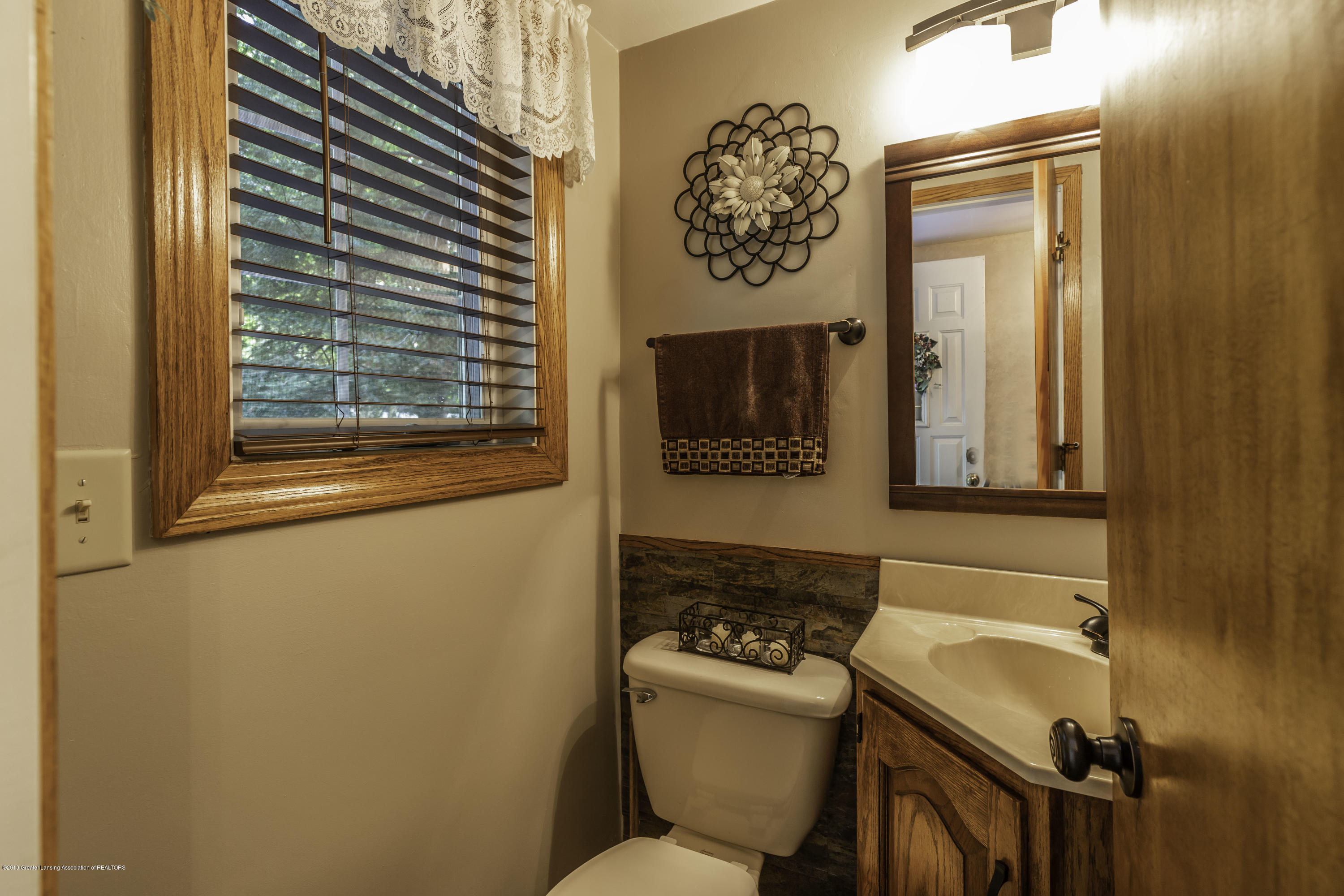 4913 Sugarbush Ln - Bathroom - 24