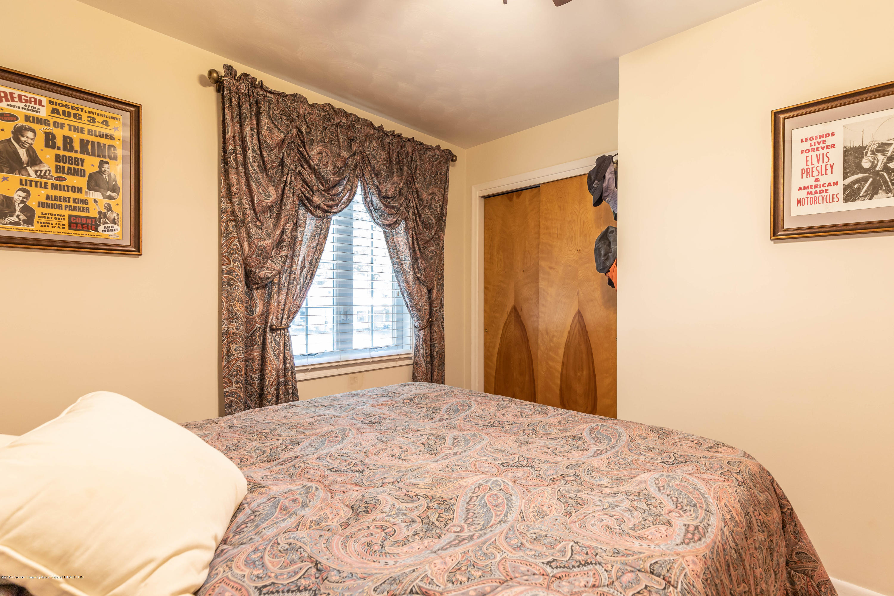 4913 Sugarbush Ln - Bedroom - 26