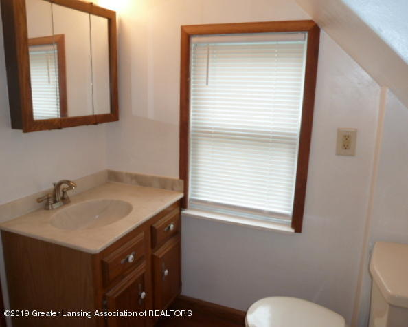 313 Carey St - Upper Bathroom - 15