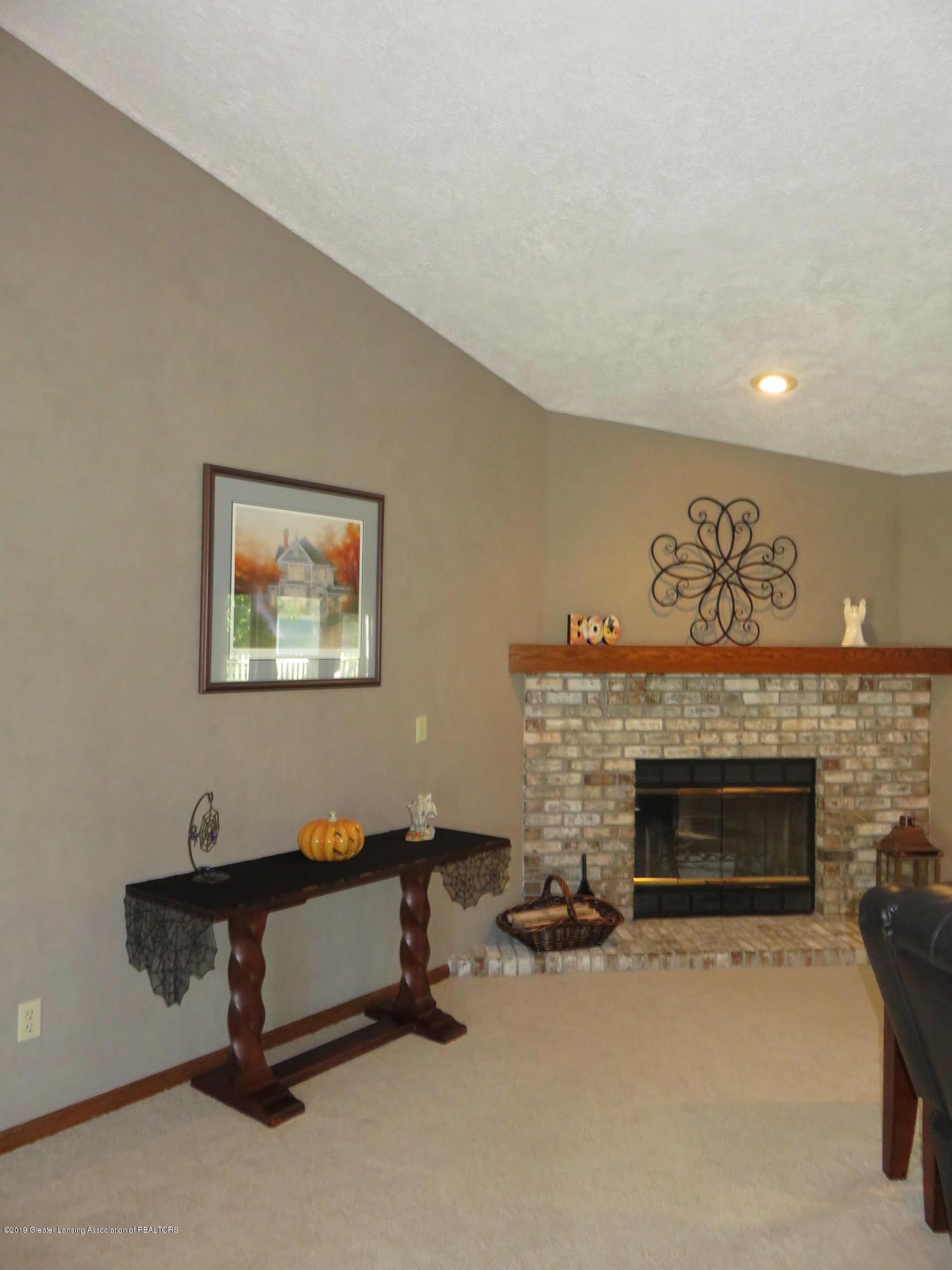 13240 Blackwood Dr - Living Room - 12