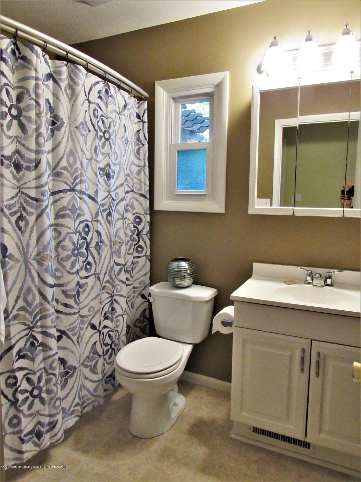 3216 Ellen Ave - Full Bath 1st Floor - 14