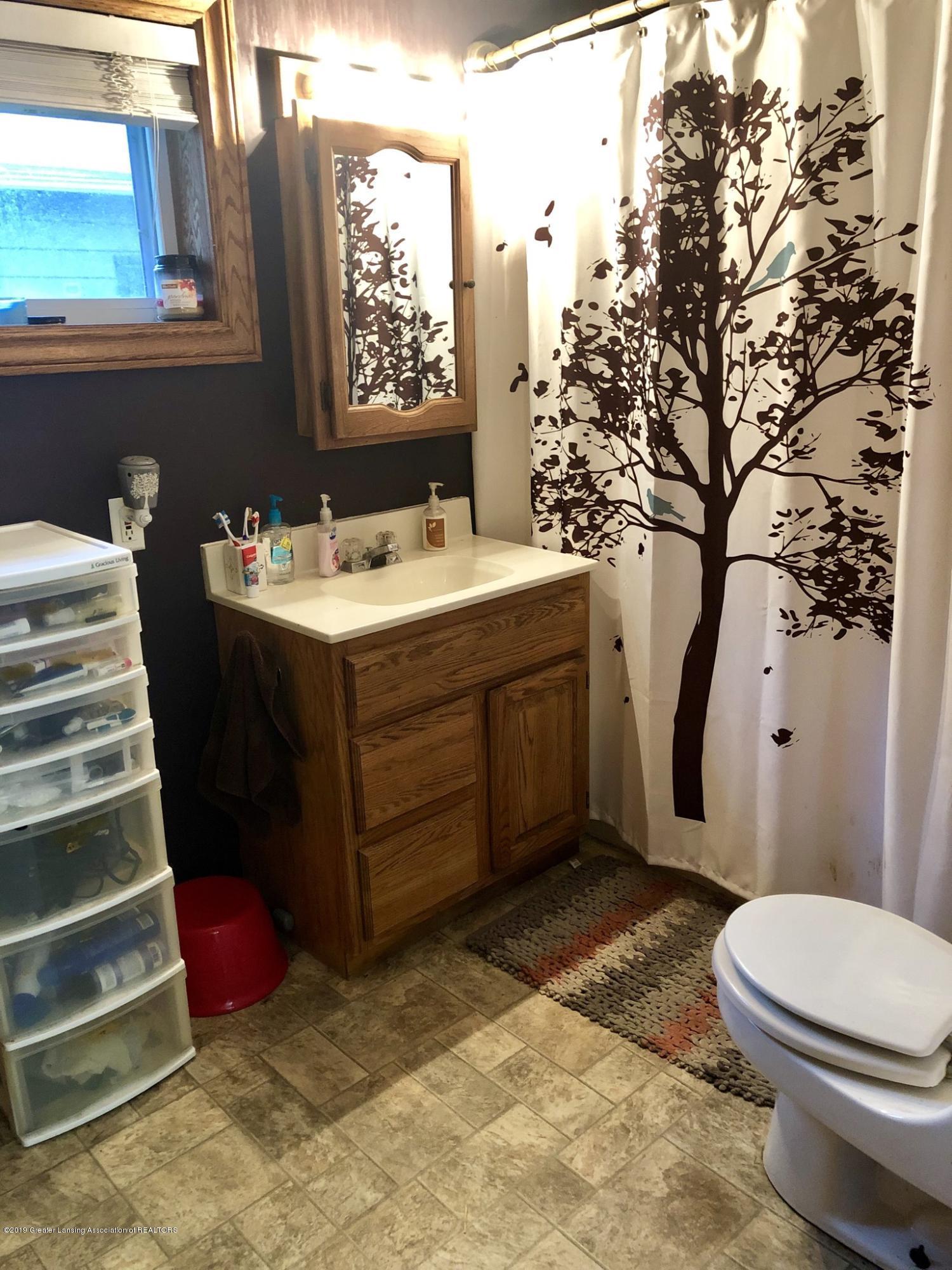 714 Garfield St - Main level full bathroom - 10