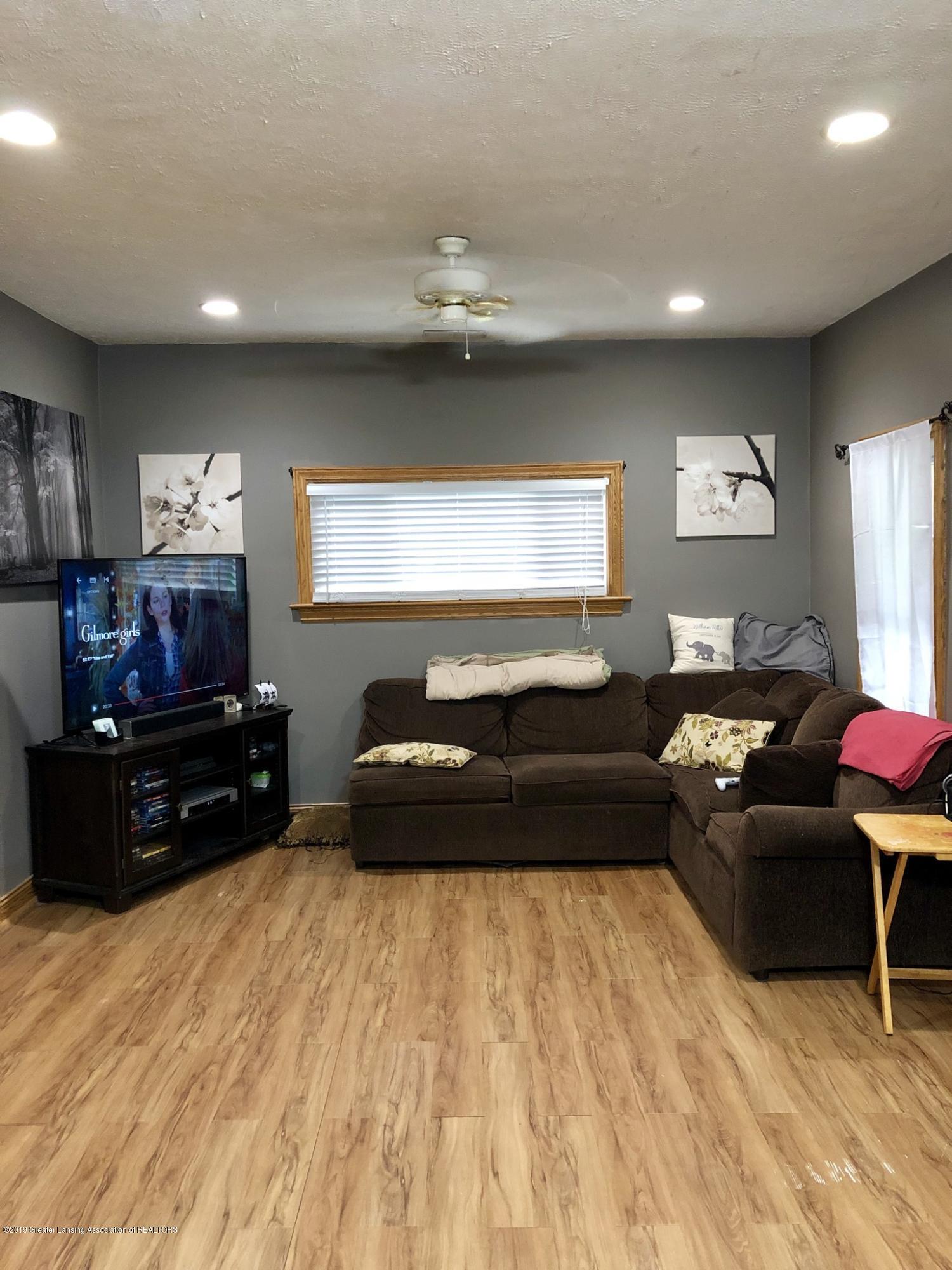 714 Garfield St - Living Room - 2