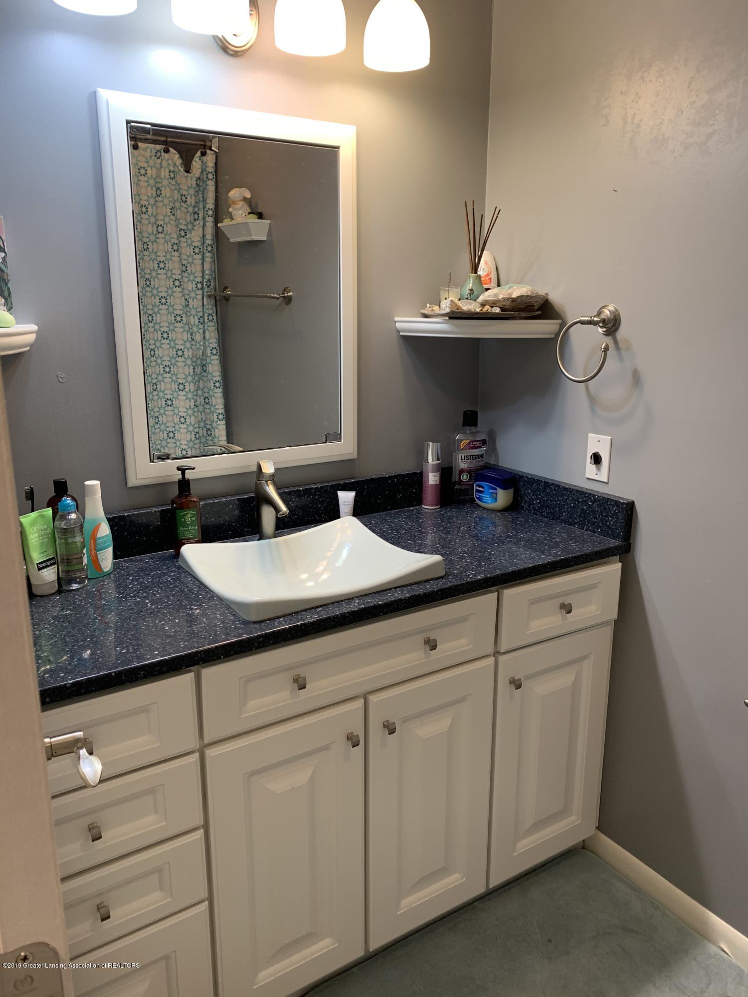 2435 Seville Dr - Master Bathroom - 14