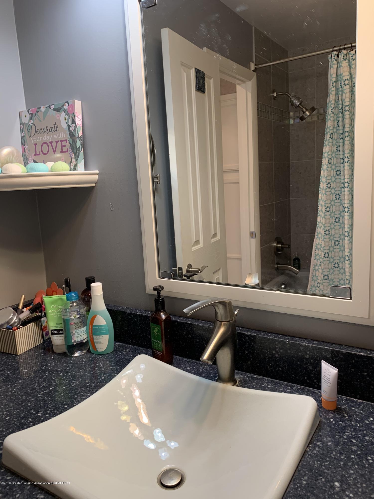 2435 Seville Dr - Master Bathroom - 15