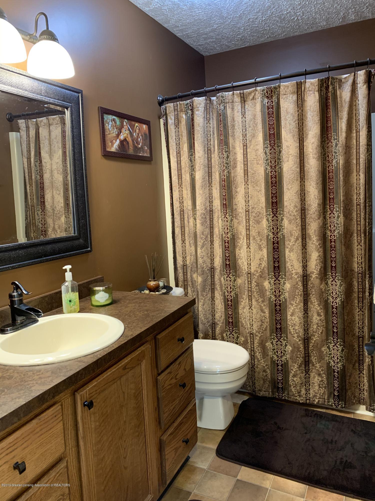 2435 Seville Dr - Bathroom - 18