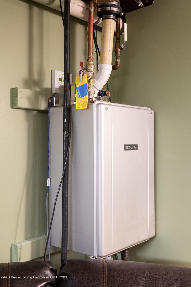 6375 W Lake Dr - Tankless Water Heater - 33
