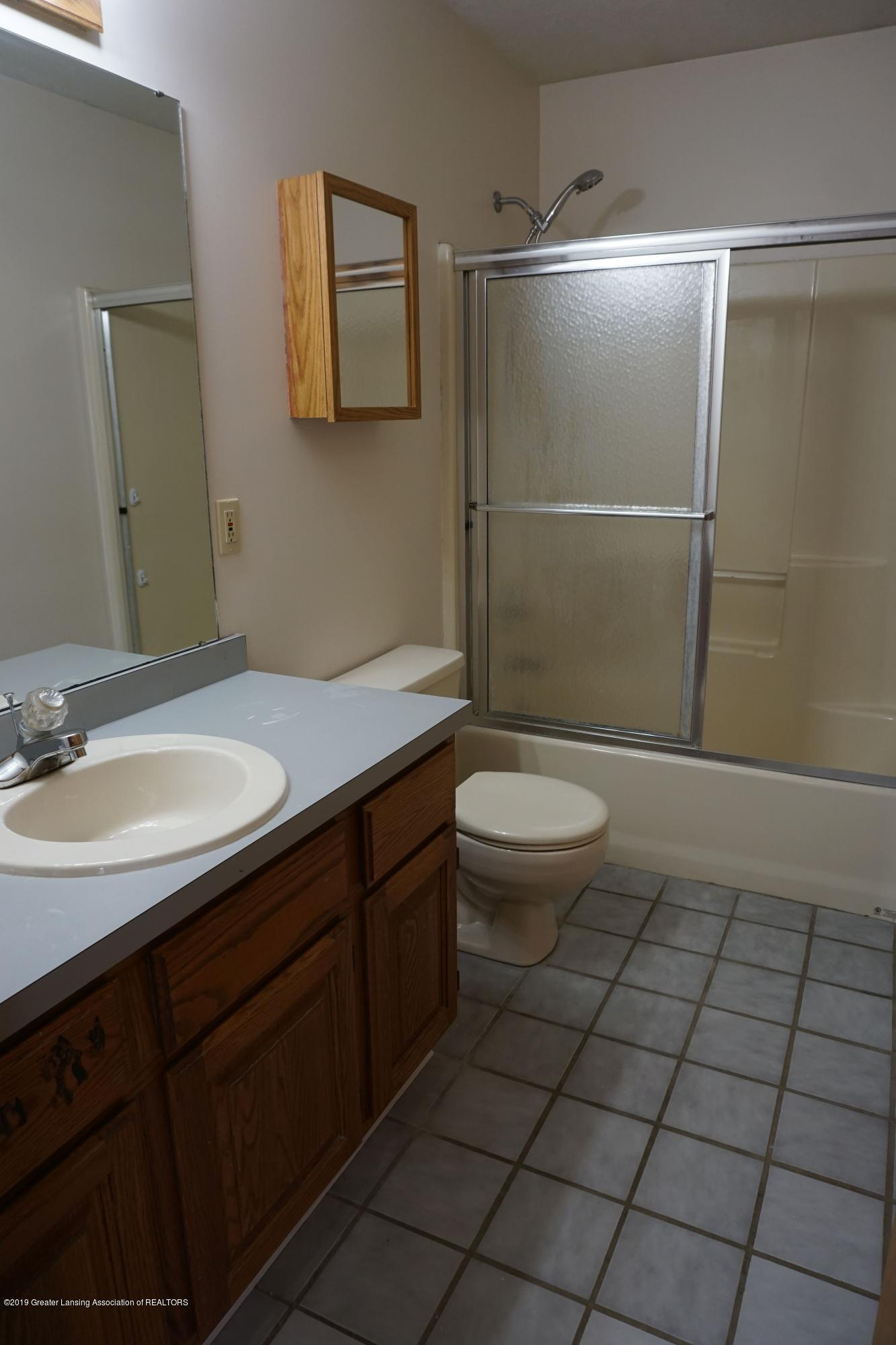 10130 Hollister Rd - Full Bath 1 - 24