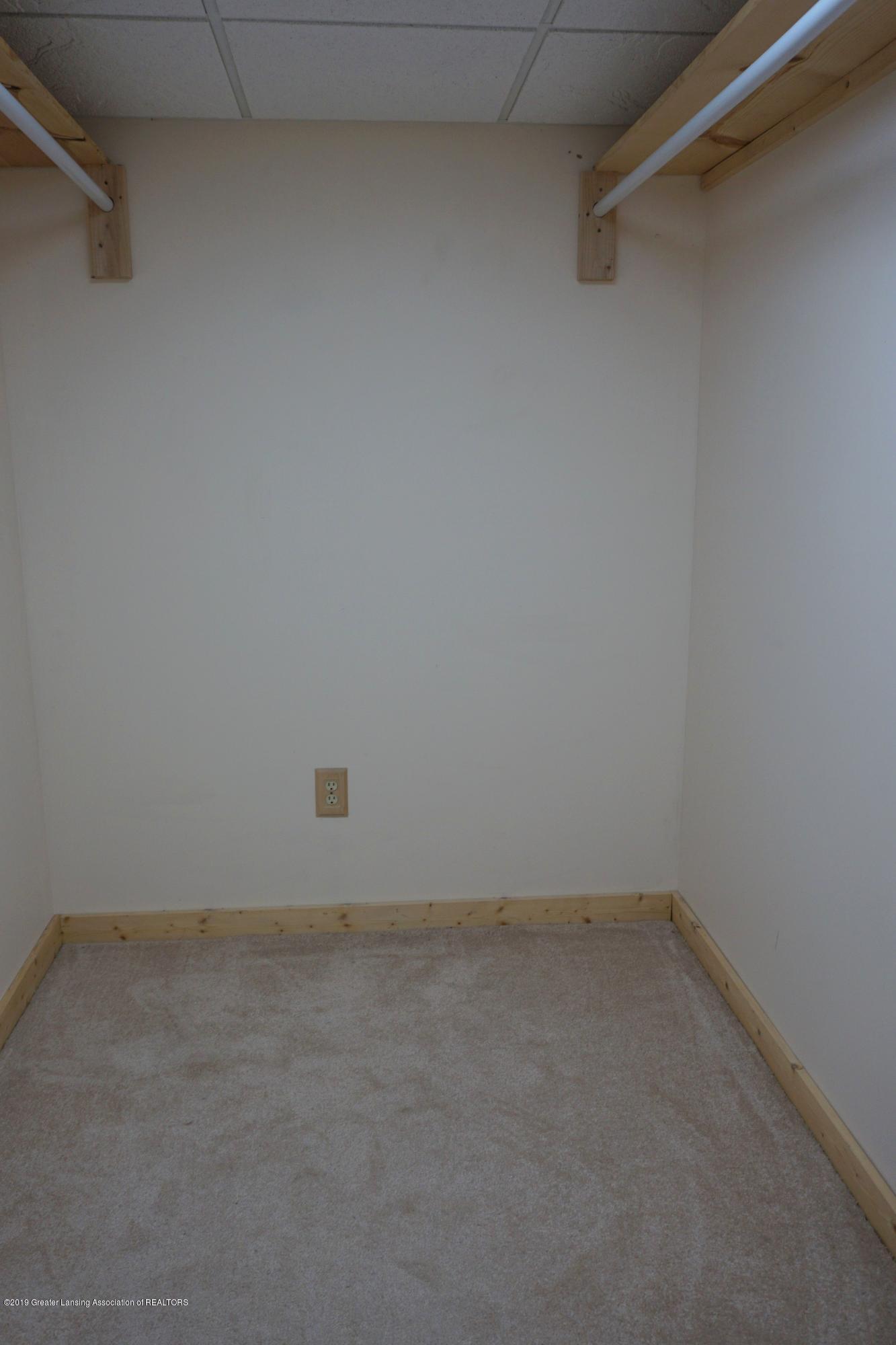 10130 Hollister Rd - Walk in Closet - 34