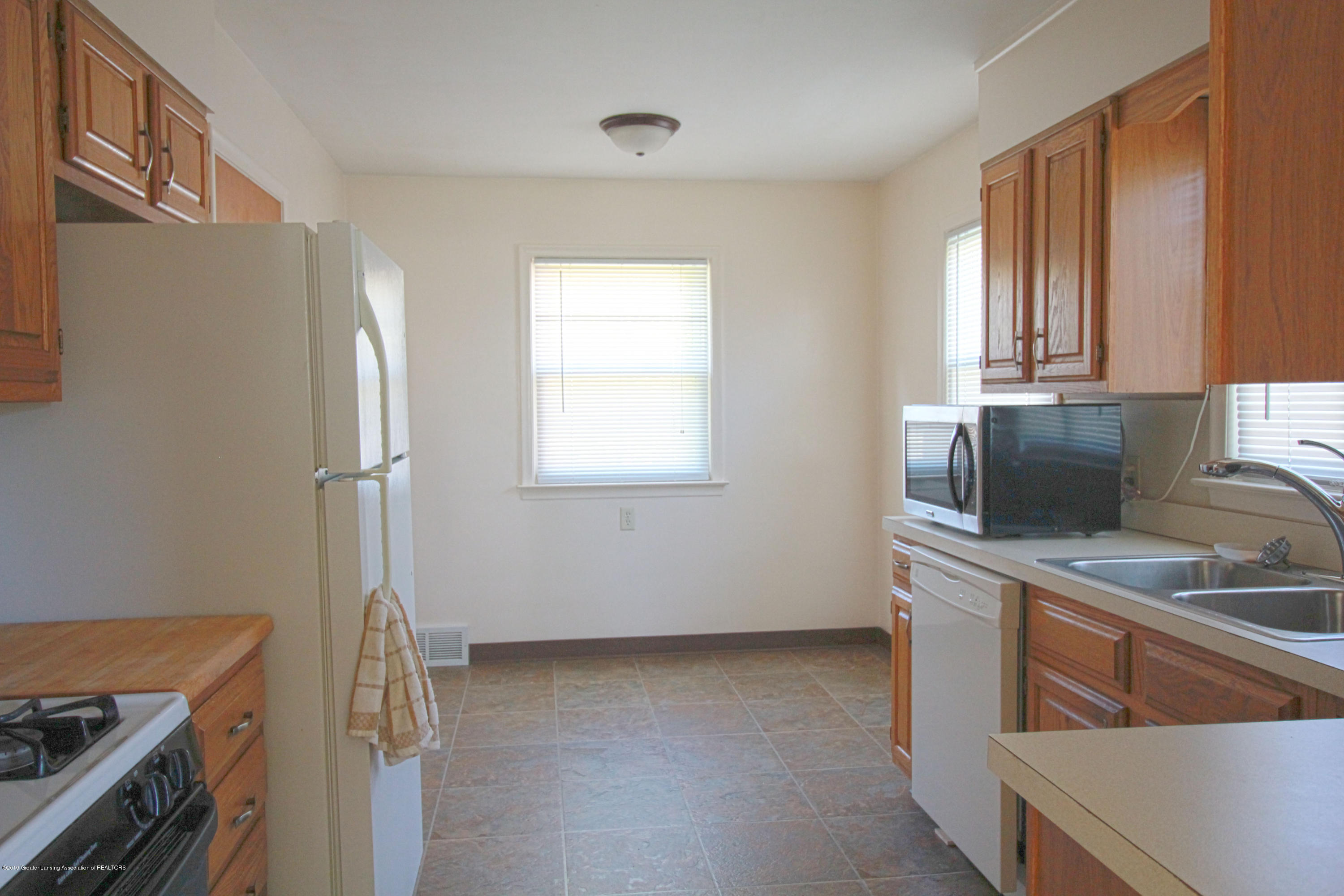 1113 N Foster Ave - kitchen 2 - 5