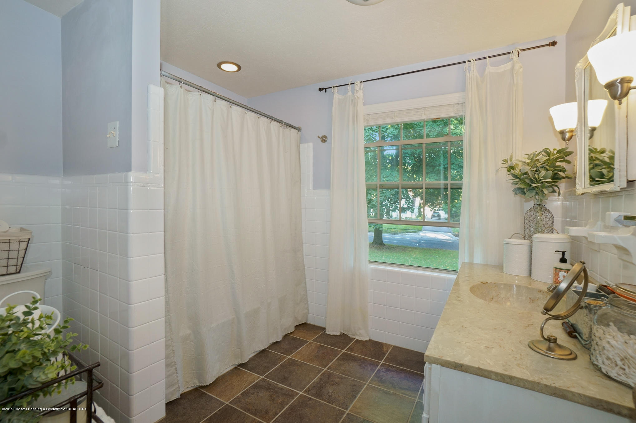 4591 Nakoma Dr - Full Bathroom - 26