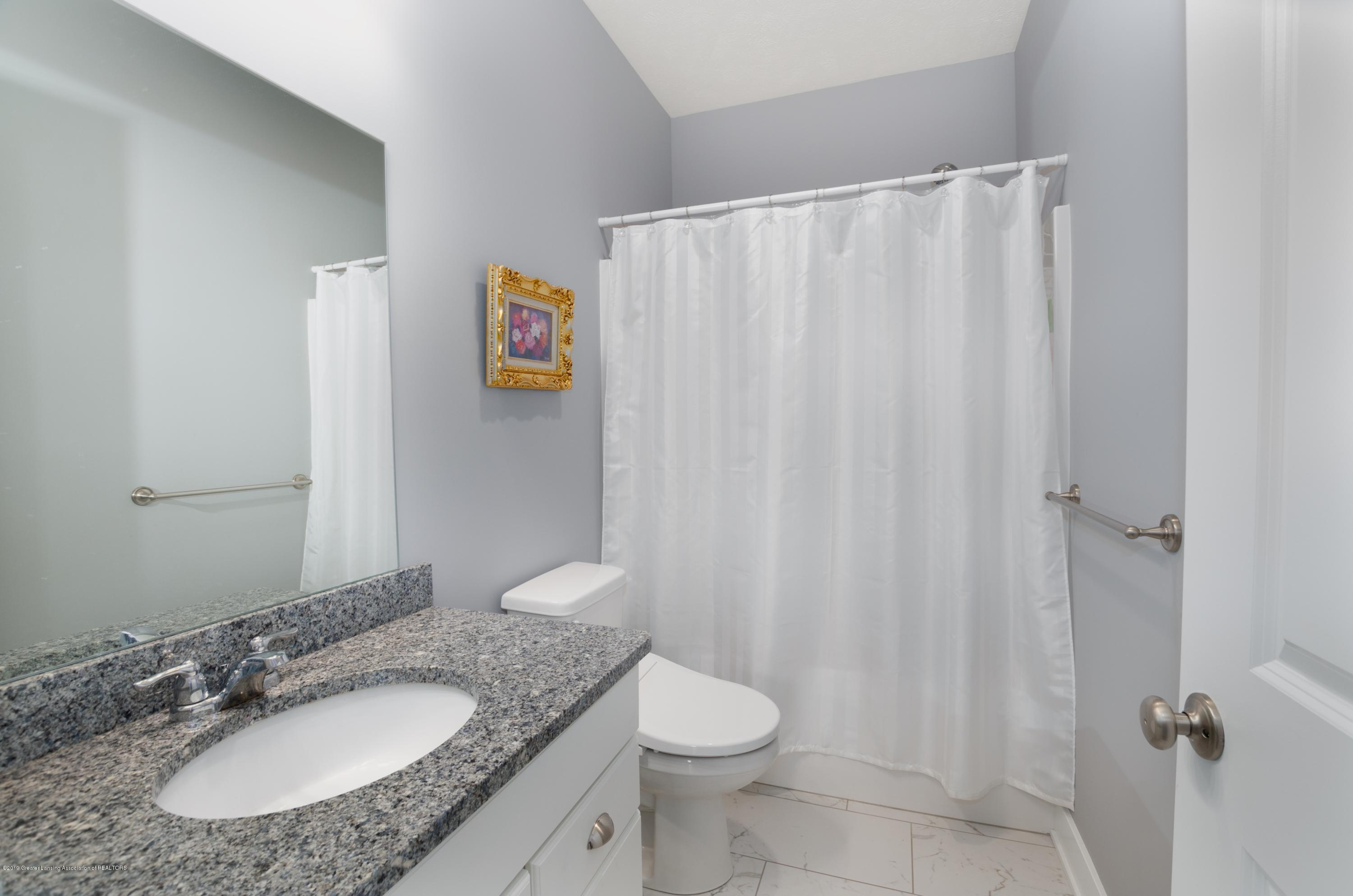 2834 Carnoustie Dr - Second Level Full Bathroom - 8