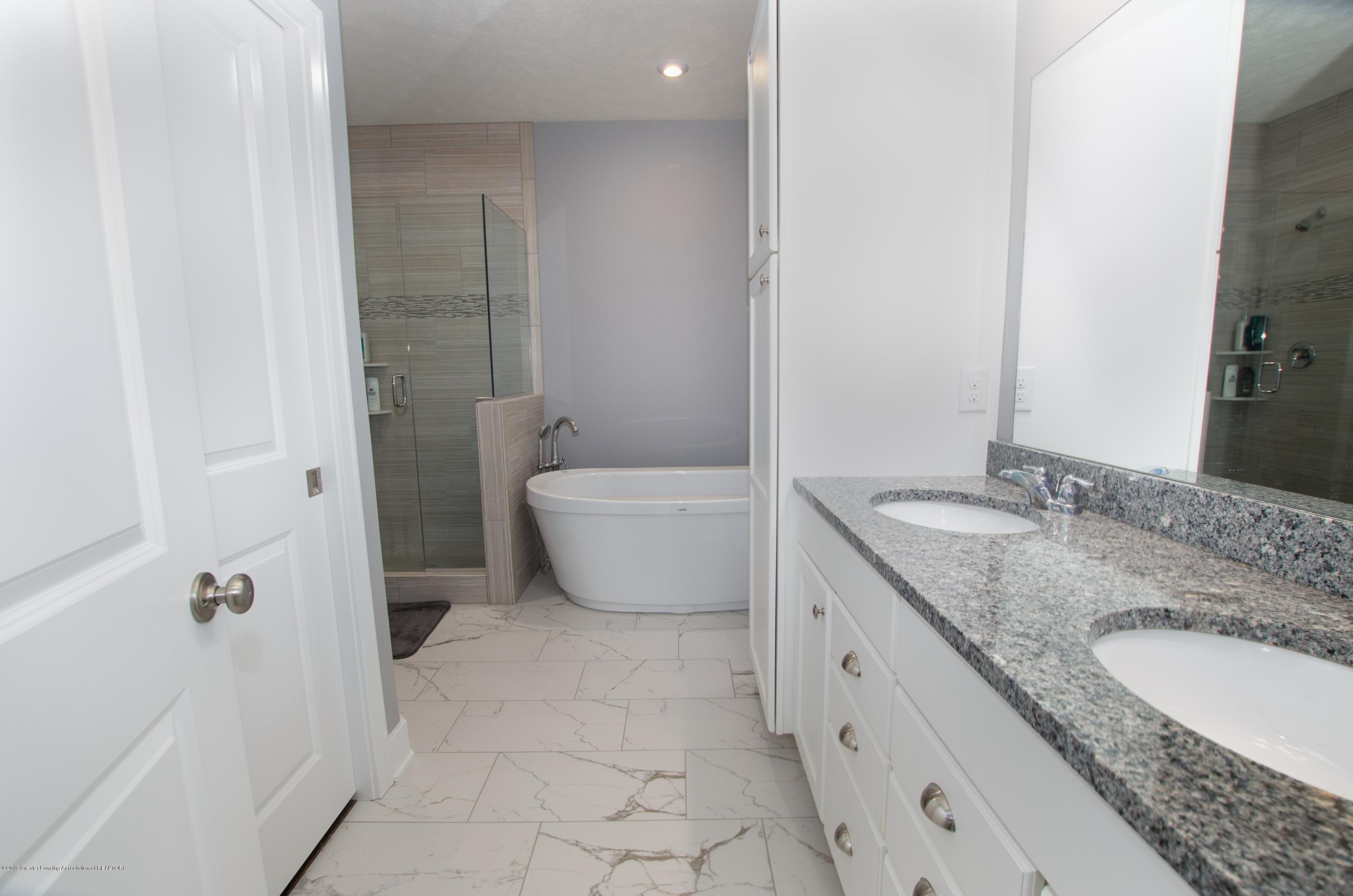 2834 Carnoustie Dr - Master Bathroom - 10