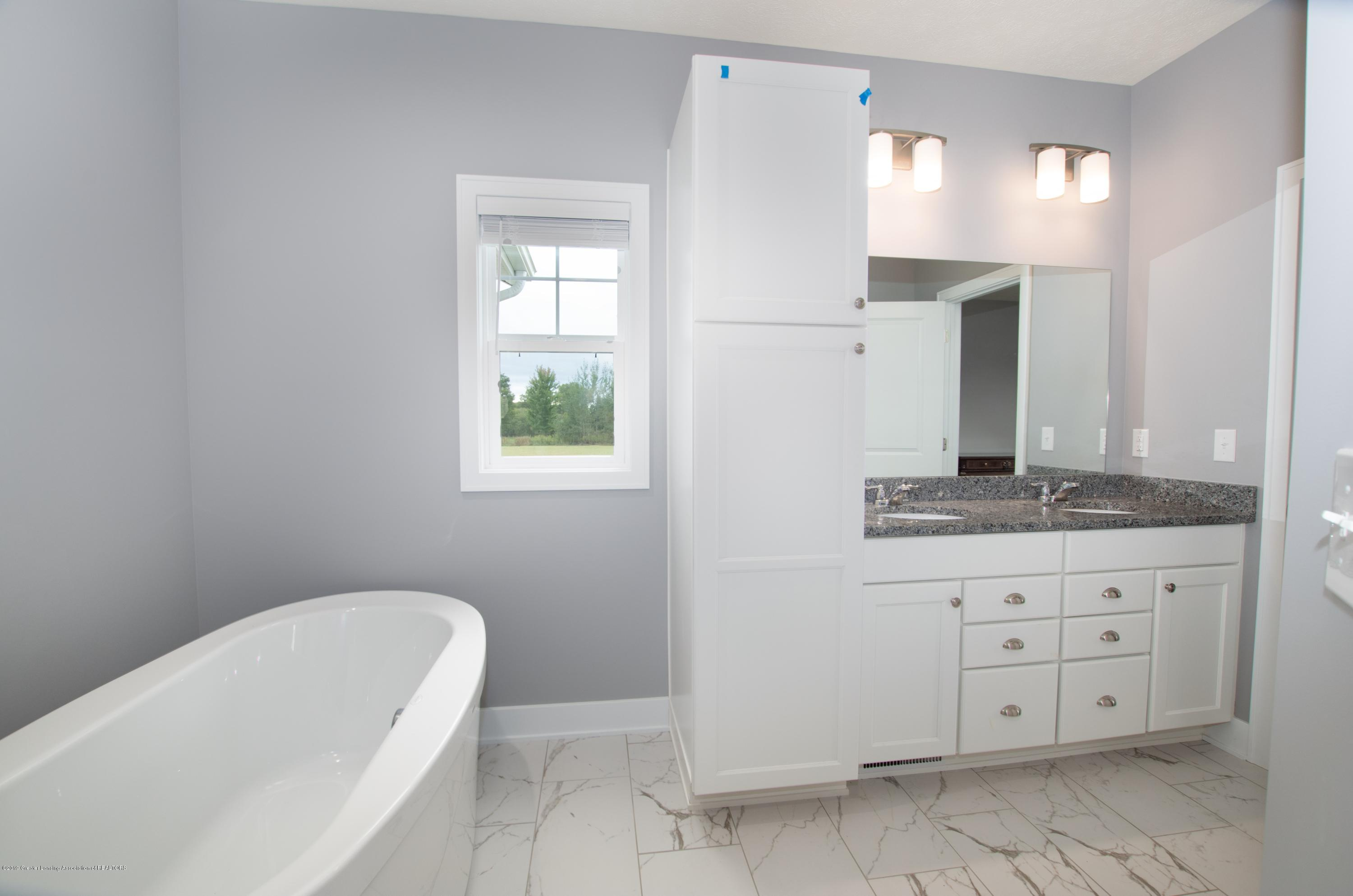 2834 Carnoustie Dr - Master Bathroom - 11