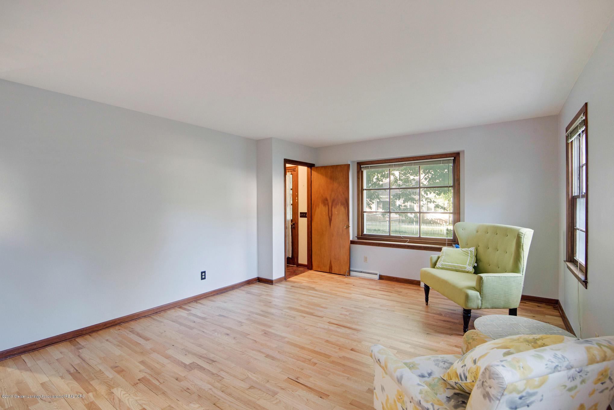 1237 Daisy Ln - Living Room - 3