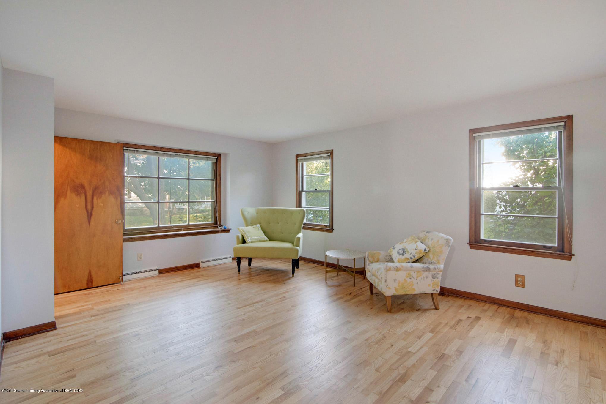 1237 Daisy Ln - Living Room - 4