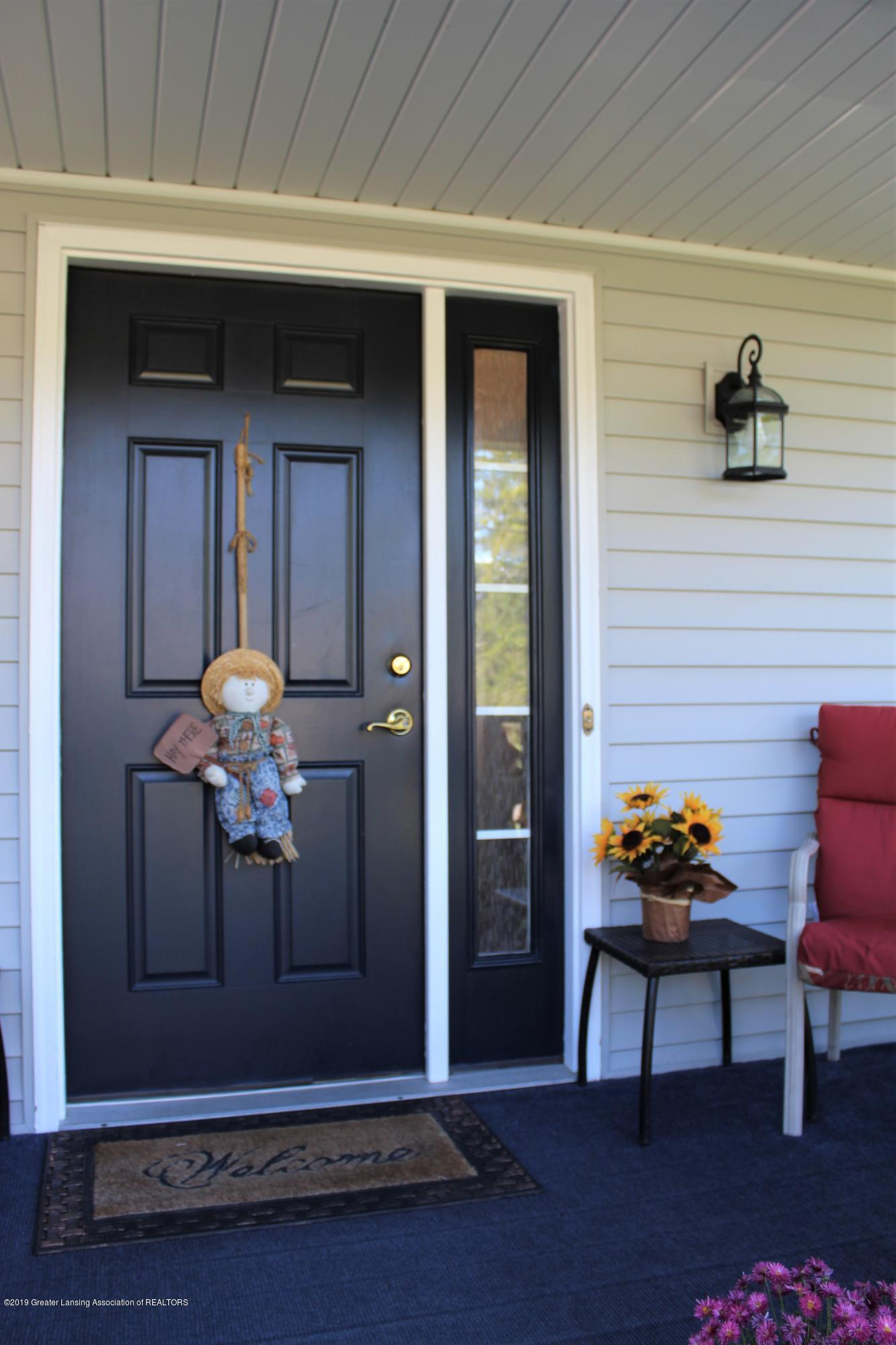 11821 Jerryson Dr - front entry - 8