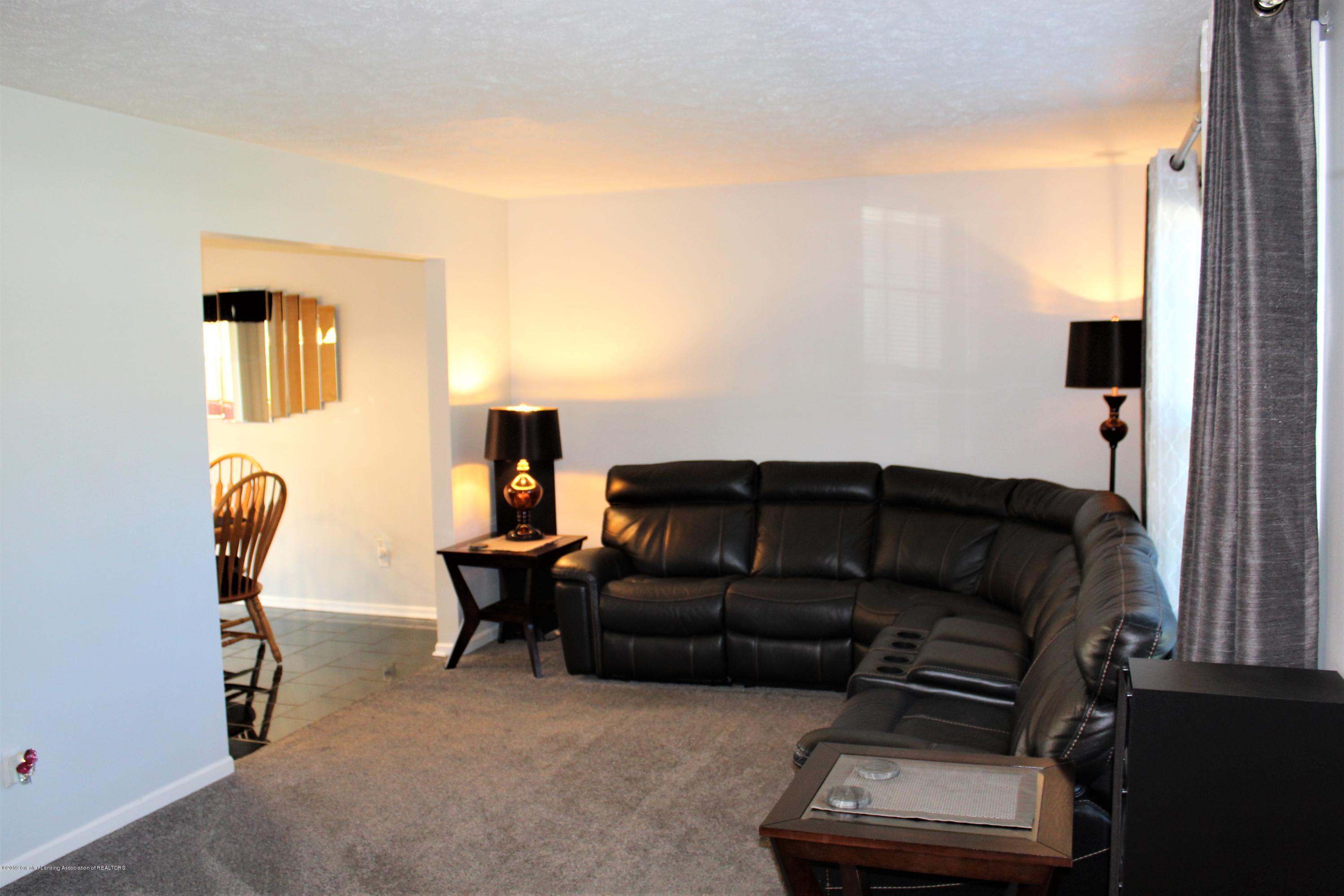 11821 Jerryson Dr - living room - 13