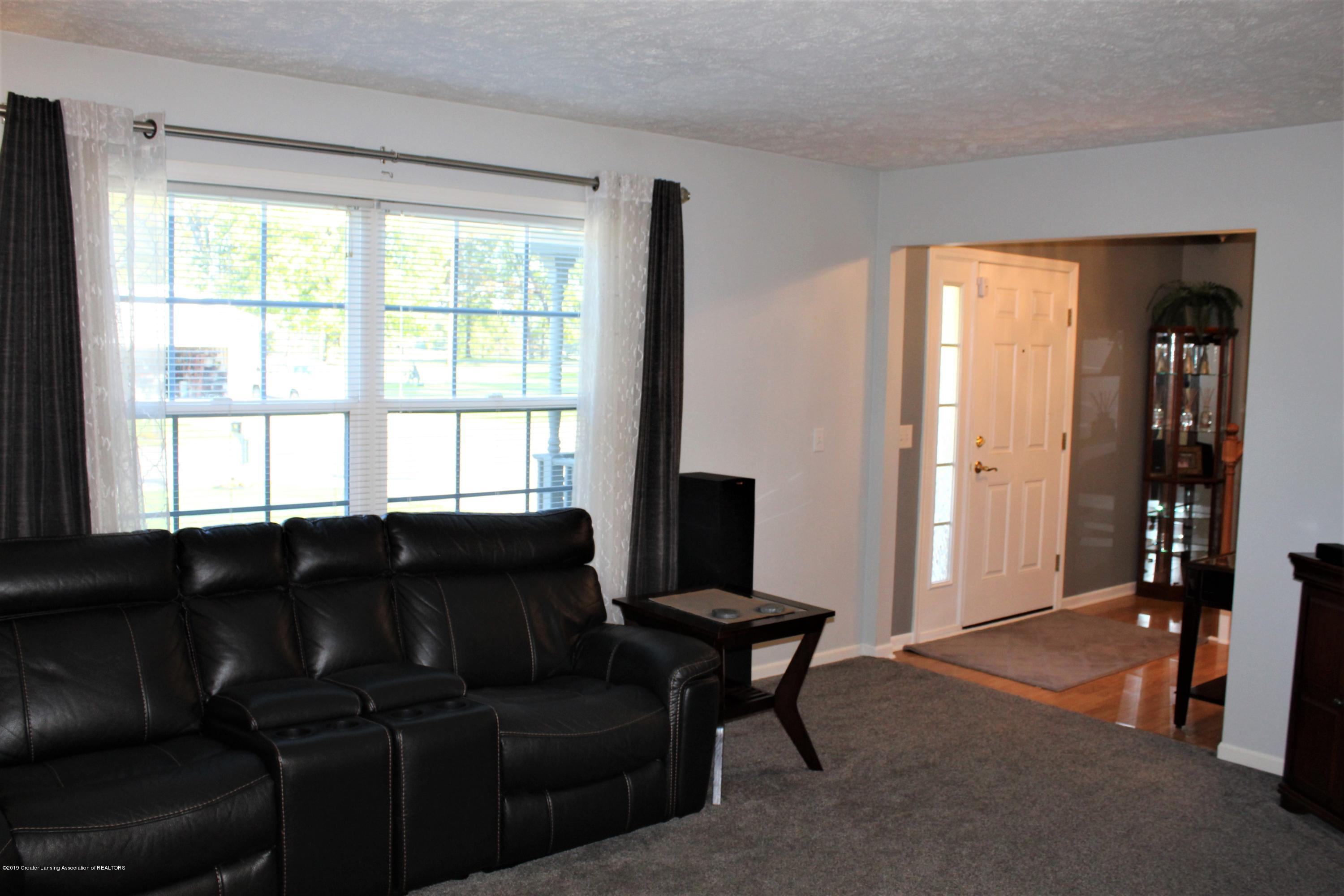 11821 Jerryson Dr - living room - 15
