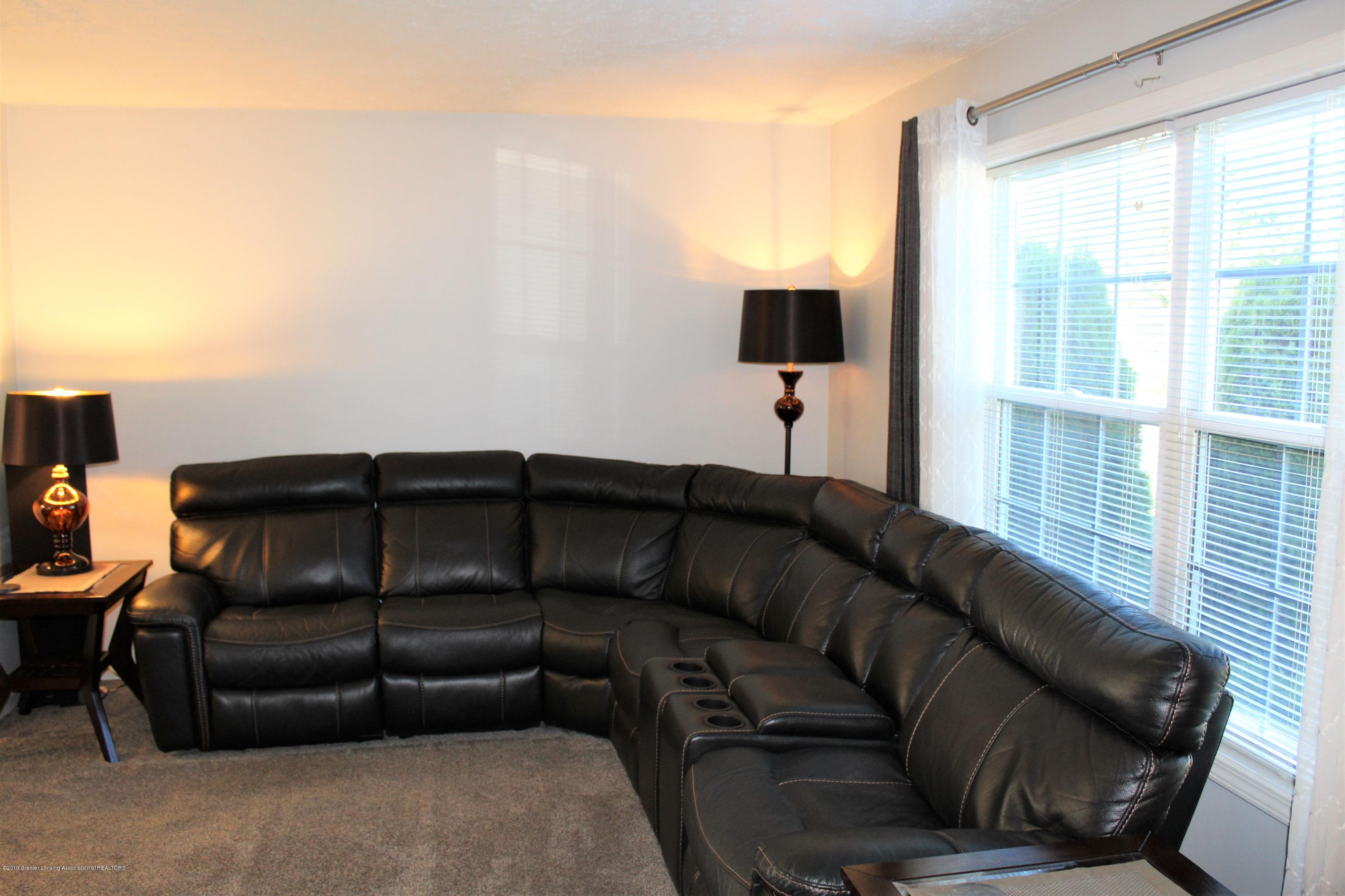 11821 Jerryson Dr - living room - 14
