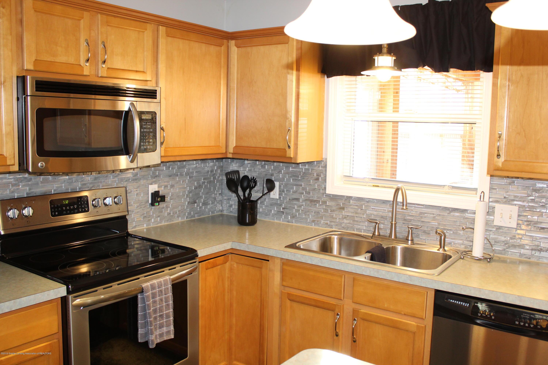11821 Jerryson Dr - kitchen - 20