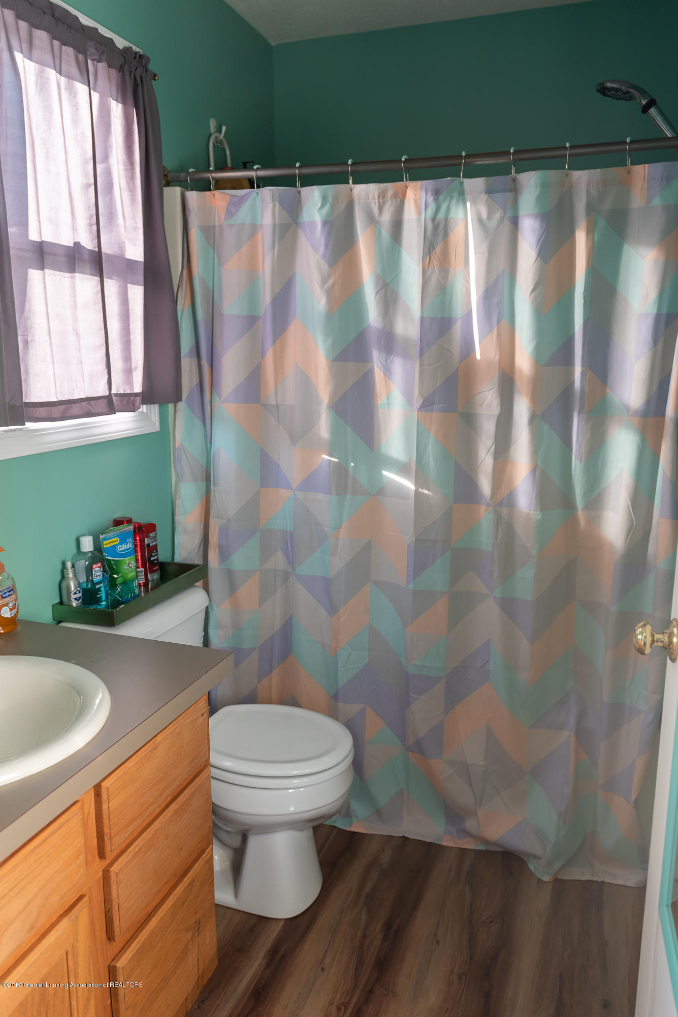 2380 S Meridian Rd - Full, private master bath - 9