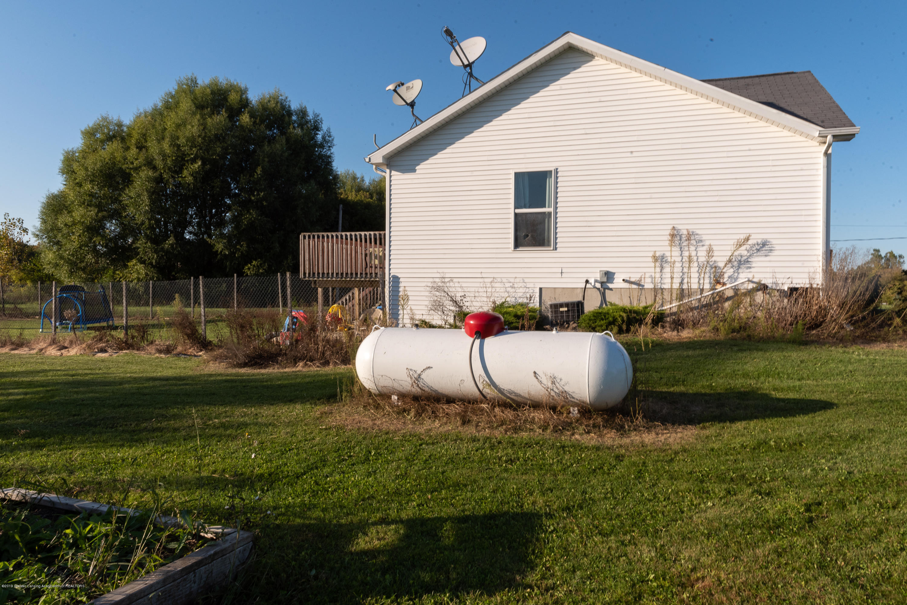 2380 S Meridian Rd - Propane tank & 2 satellite dish options - 23