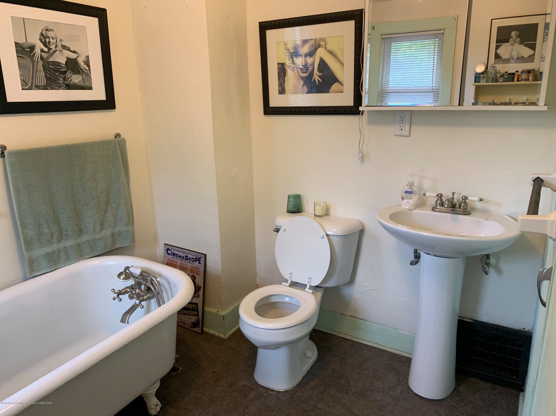 2014 Beal Ave - 2nd Floor Bathroom - 21