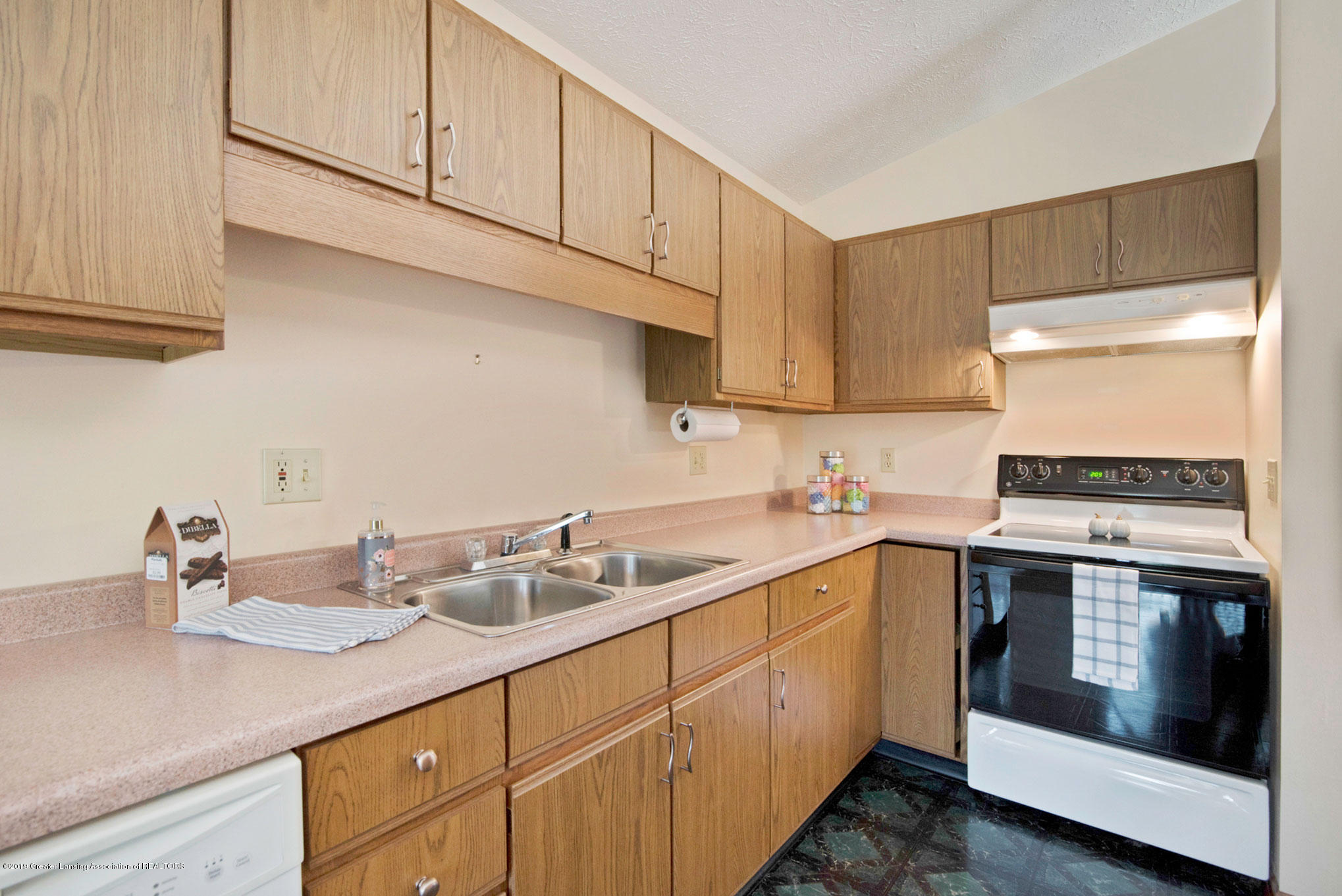 2800 Trudy Ln Unit 21 - Kitchen - 5