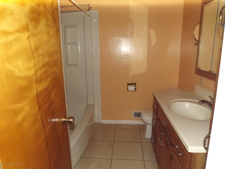 689 N Clinton Trail - 19a Main Bath - 21