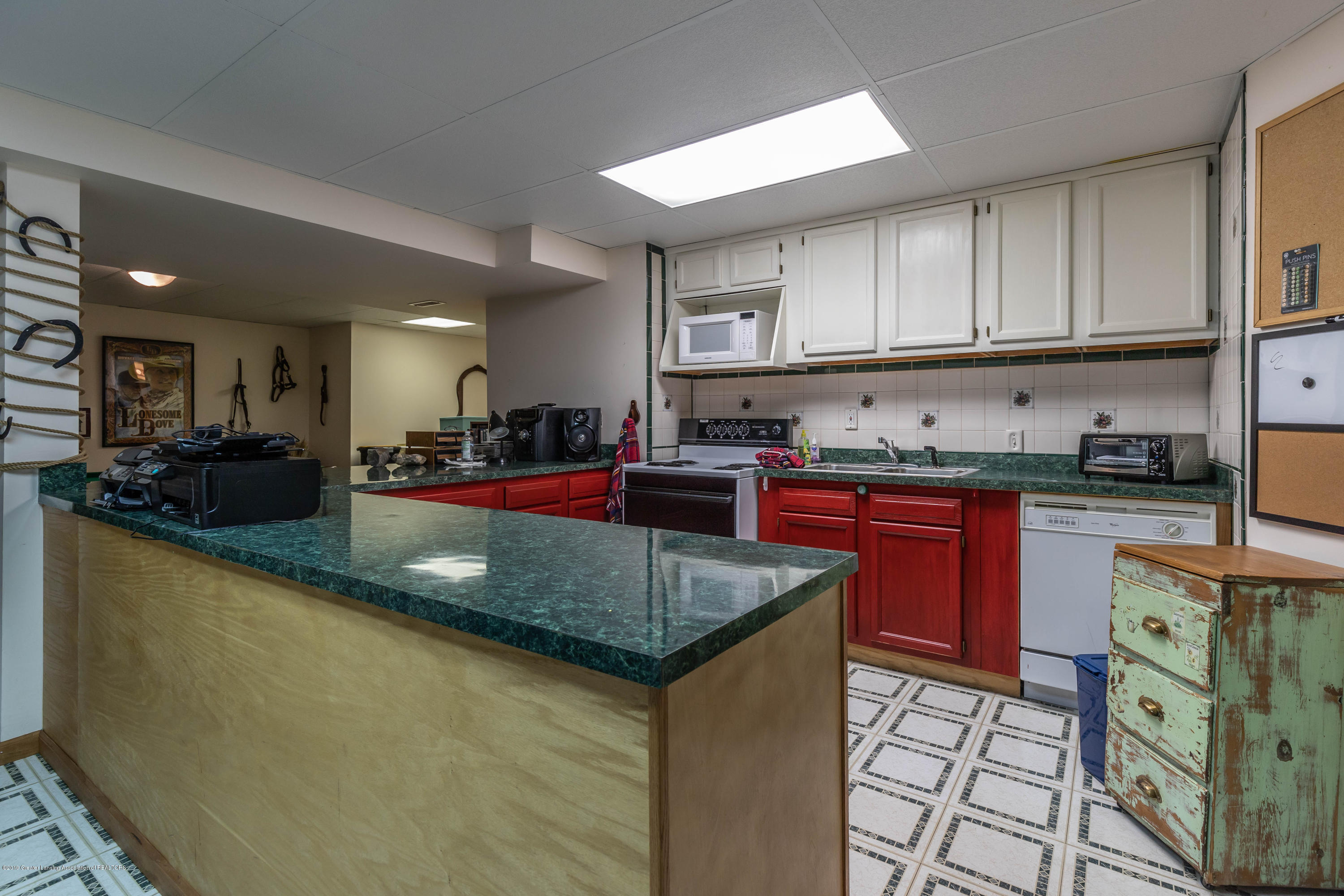 2825 River Pointe Dr - Lower Level Kitchen - 32