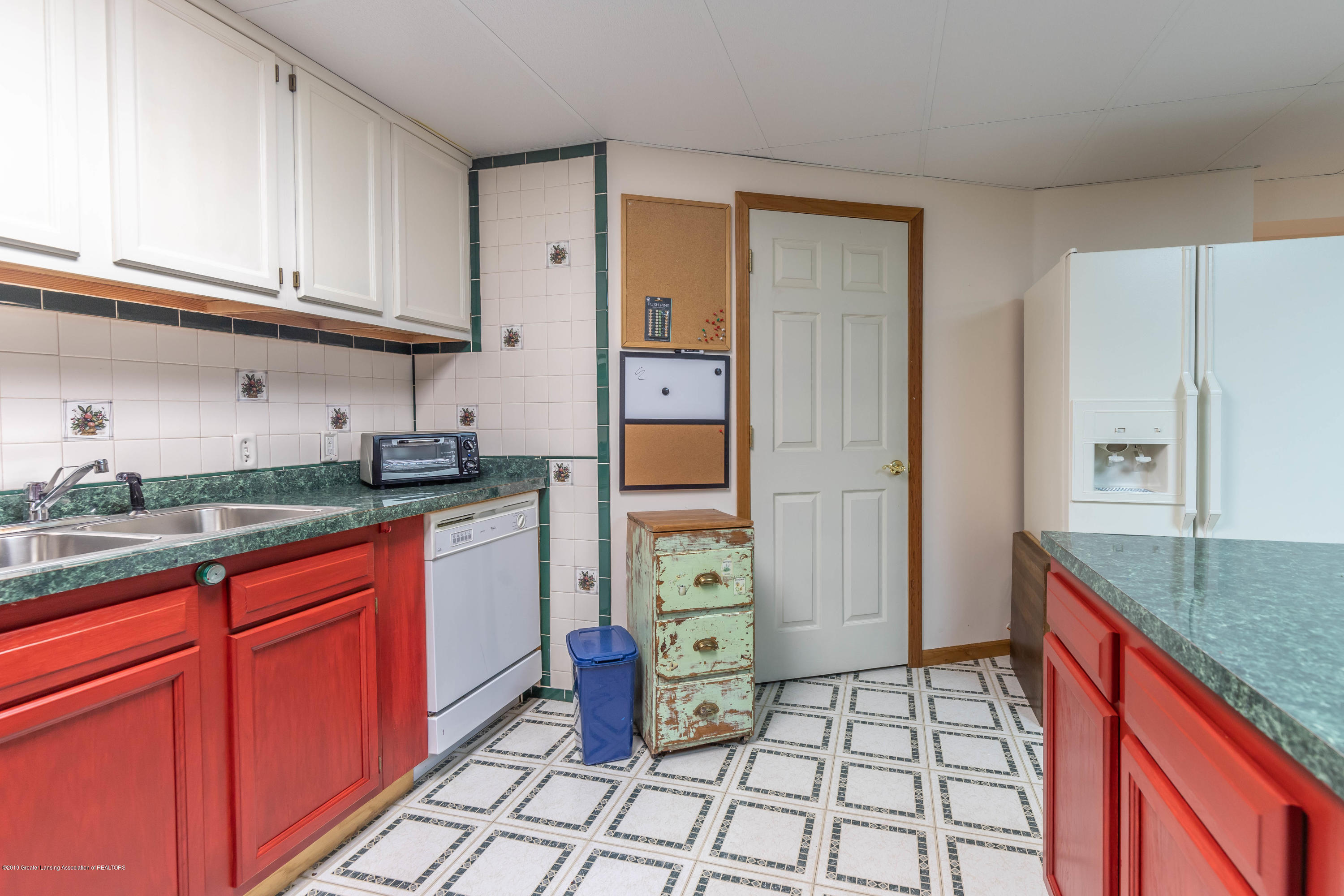 2825 River Pointe Dr - Lower Level Kitchen - 34