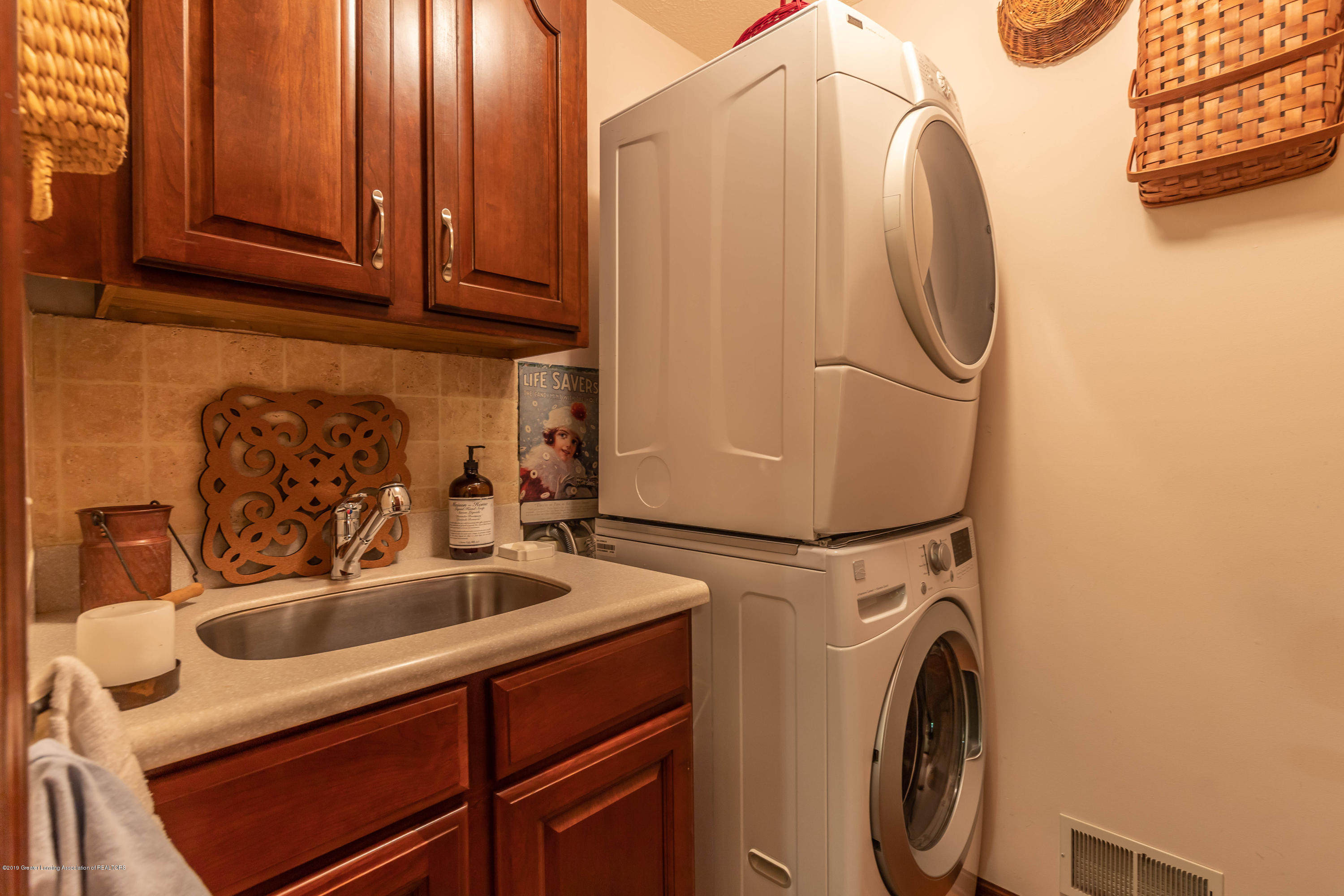2825 River Pointe Dr - First Floor Laundry - 20