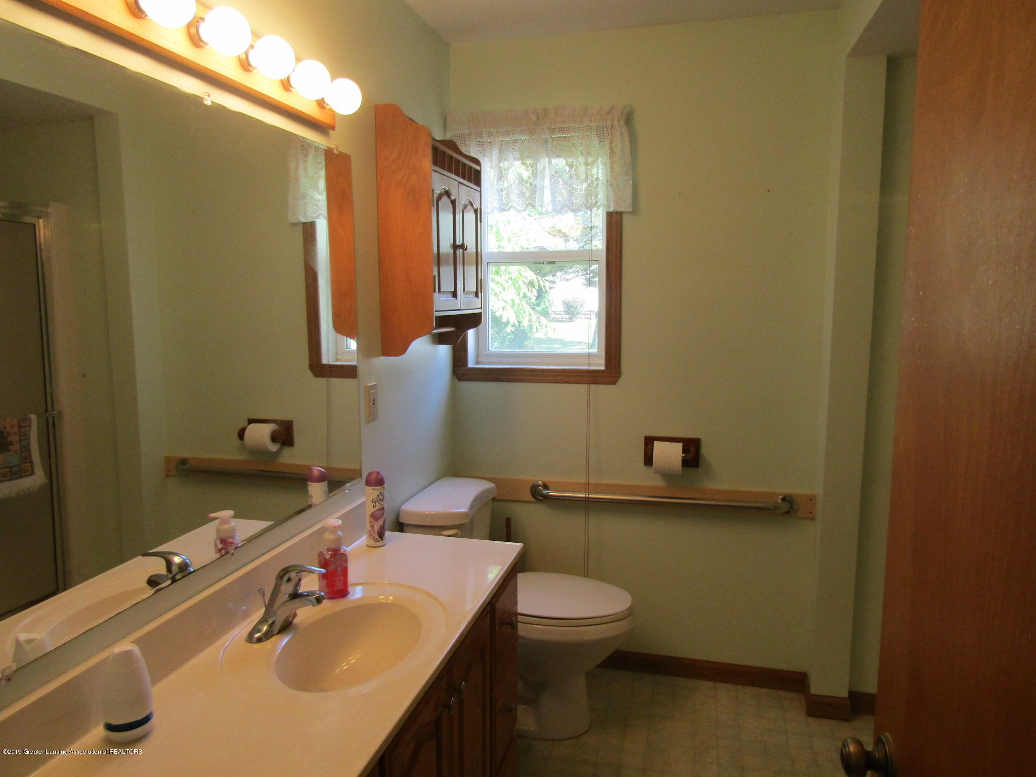 721 Pleasant St - Bathroom - 36
