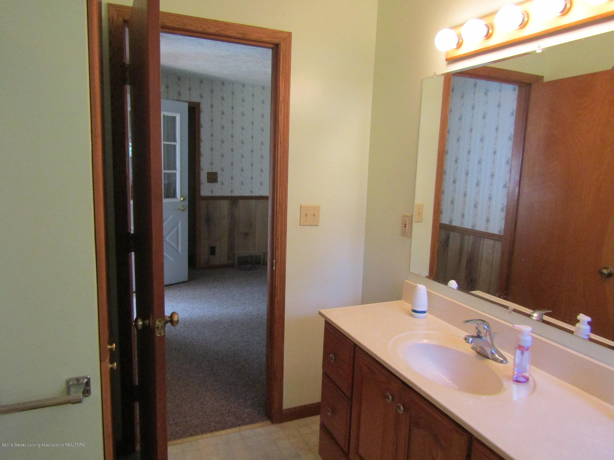 721 Pleasant St - Bathroom - 40