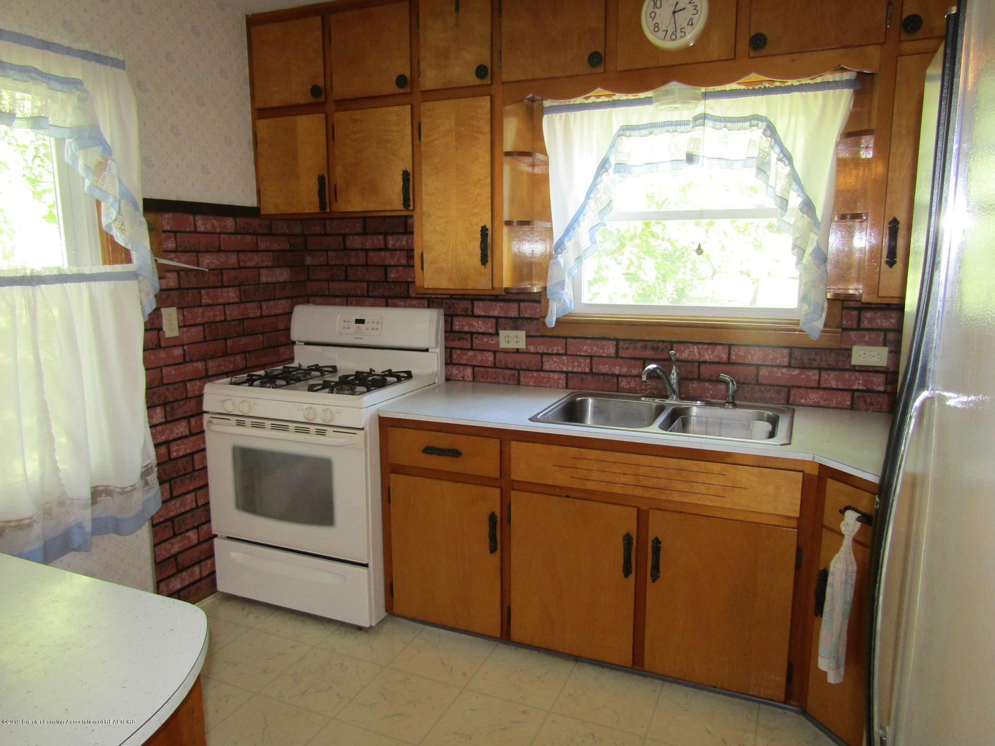721 Pleasant St - Kitchen - 19