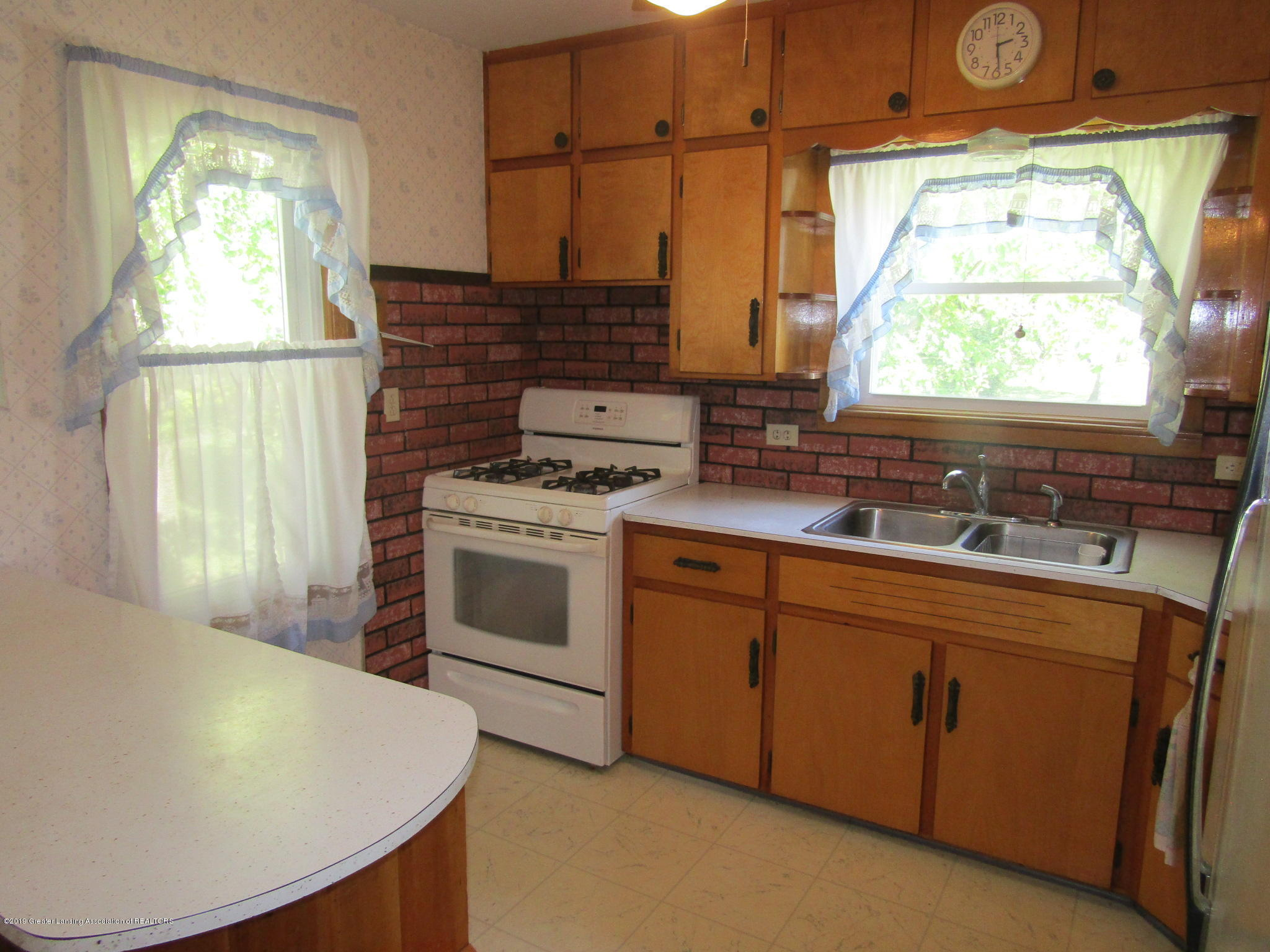 721 Pleasant St - Kitchen - 17