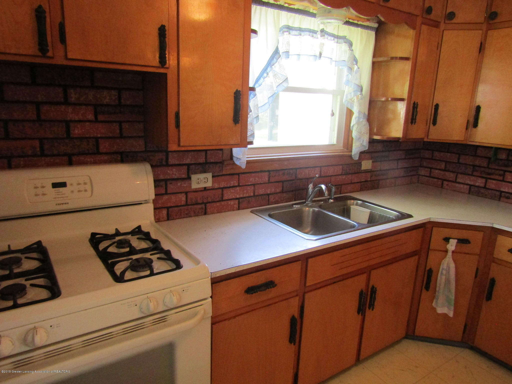 721 Pleasant St - Kitchen - 16
