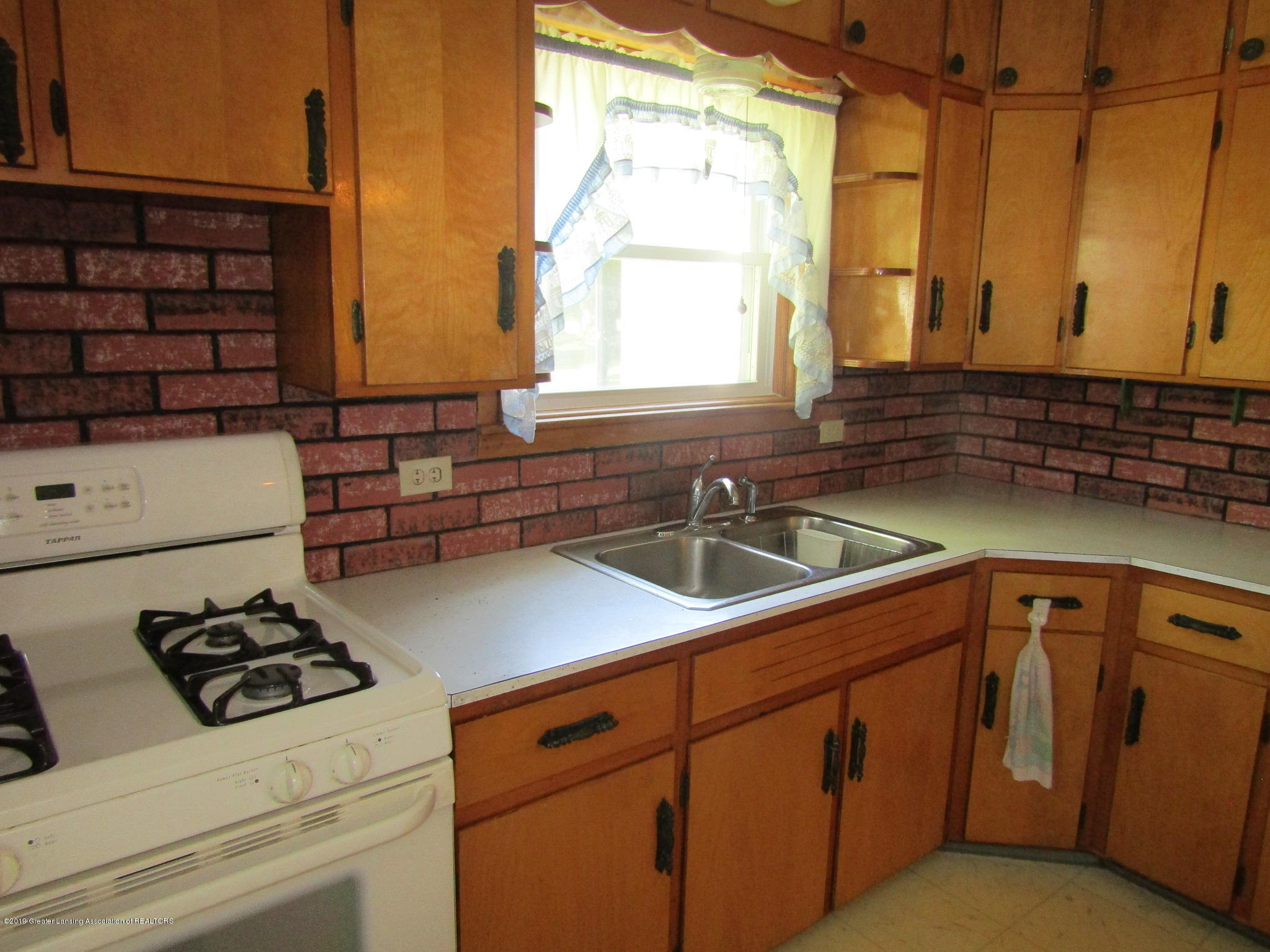 721 Pleasant St - Kitchen - 15
